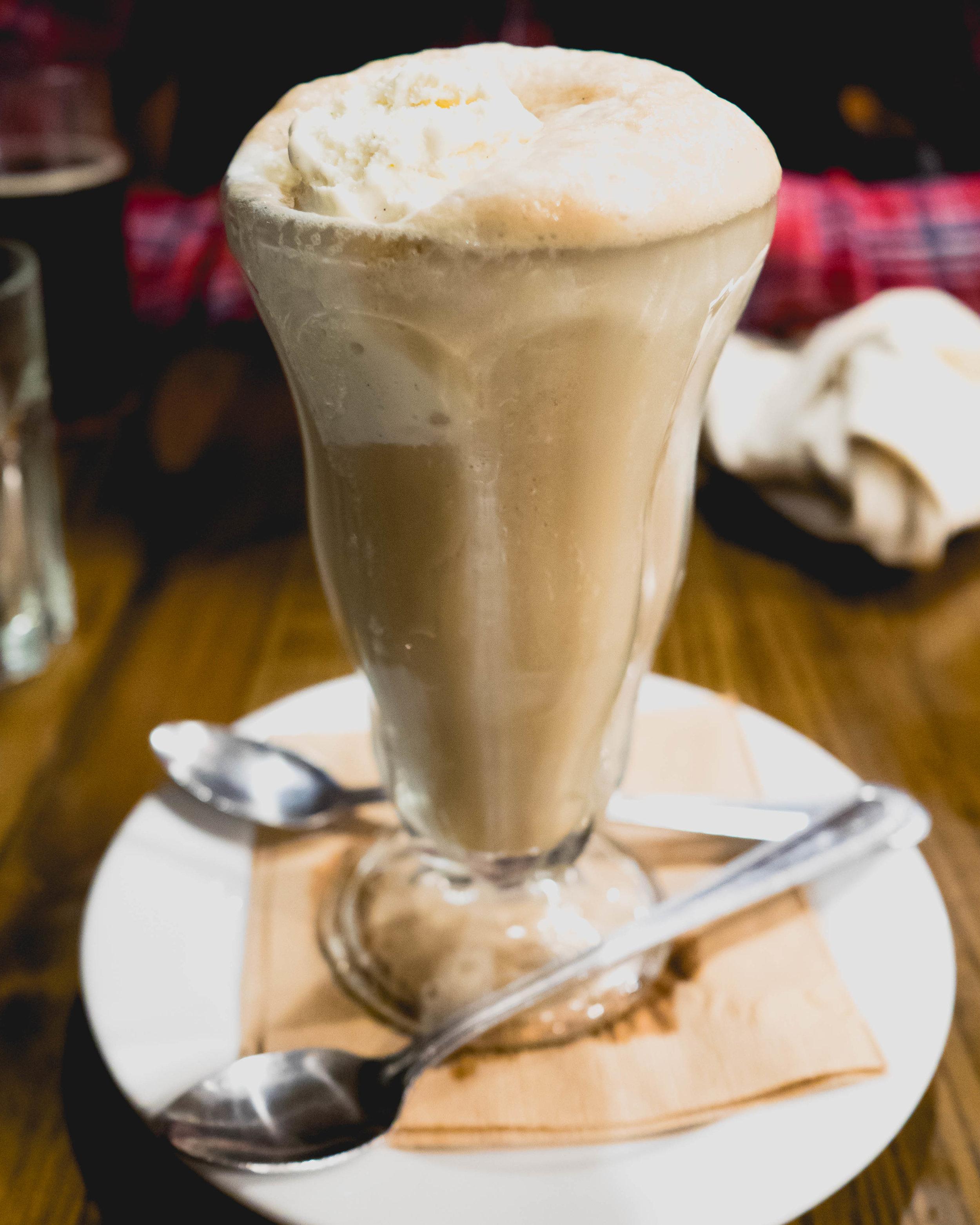 root beer float : snoqualmie root beer on tap, snoqualmie danish vanilla ice cream.