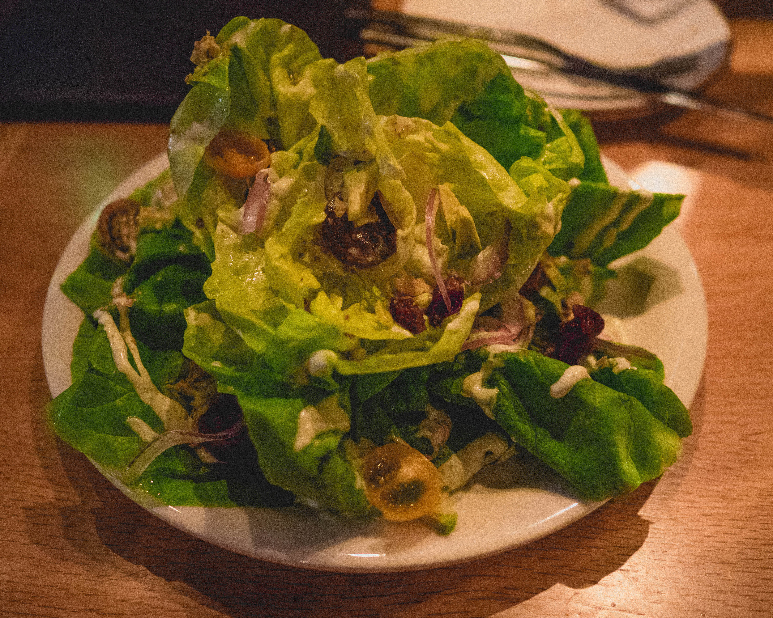 butter lettuce , avocado, heirloom tomato, red onions, candied walnuts, dried cranberries, creamy tarragon dressing.