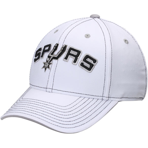 SPURS: CAP- WHITE W/SPURS ON FRONT WITH LOGO AS THE U ON FRONT-FLEX CAP- STYLE M583Z013D s/m & M583Z013H L/XL