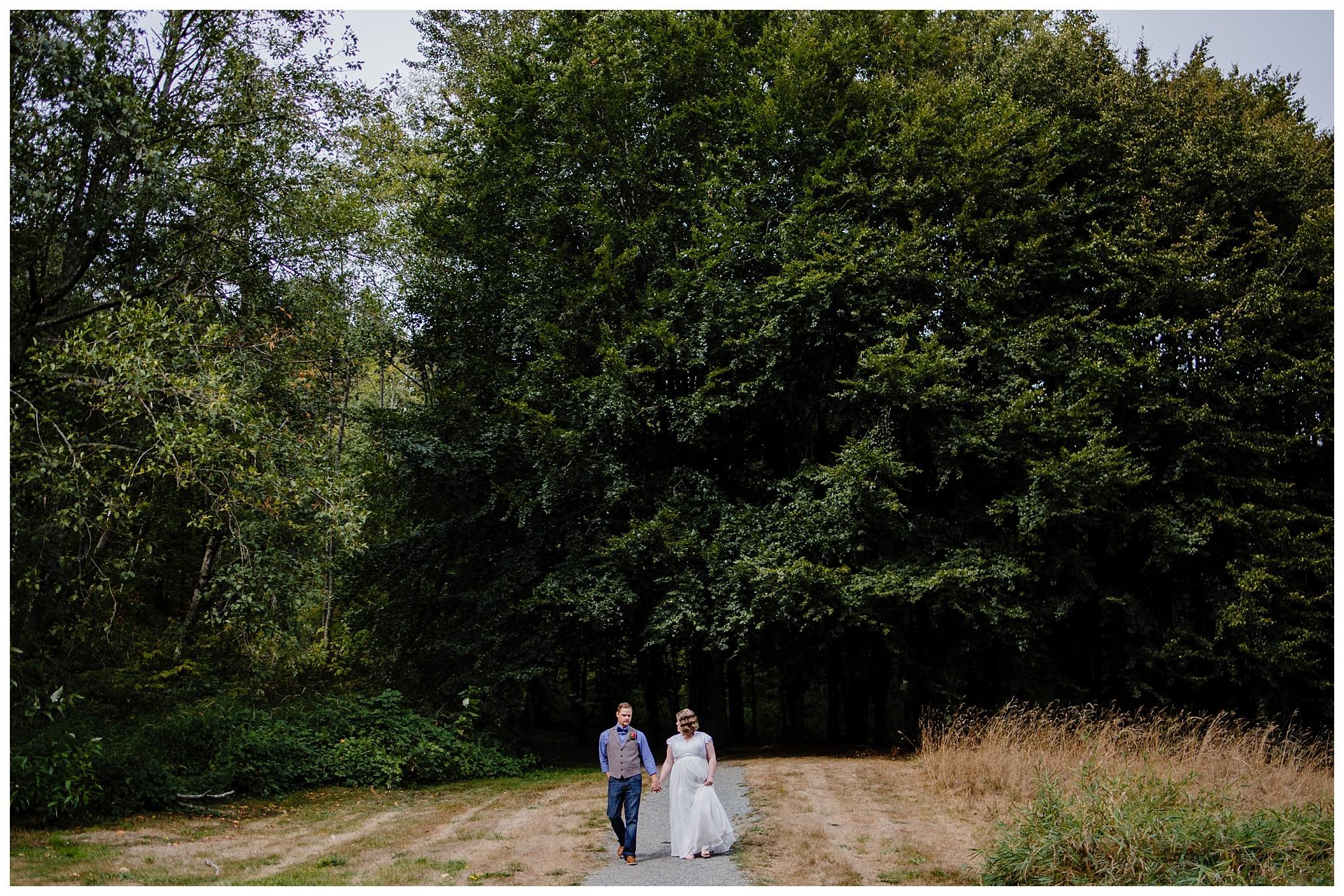 Aldergrove Park Fall Backyard Wedding Photographer Pregnant Bride Tent Outdoor BC Canada Best Wedding Photographer_0031.jpg