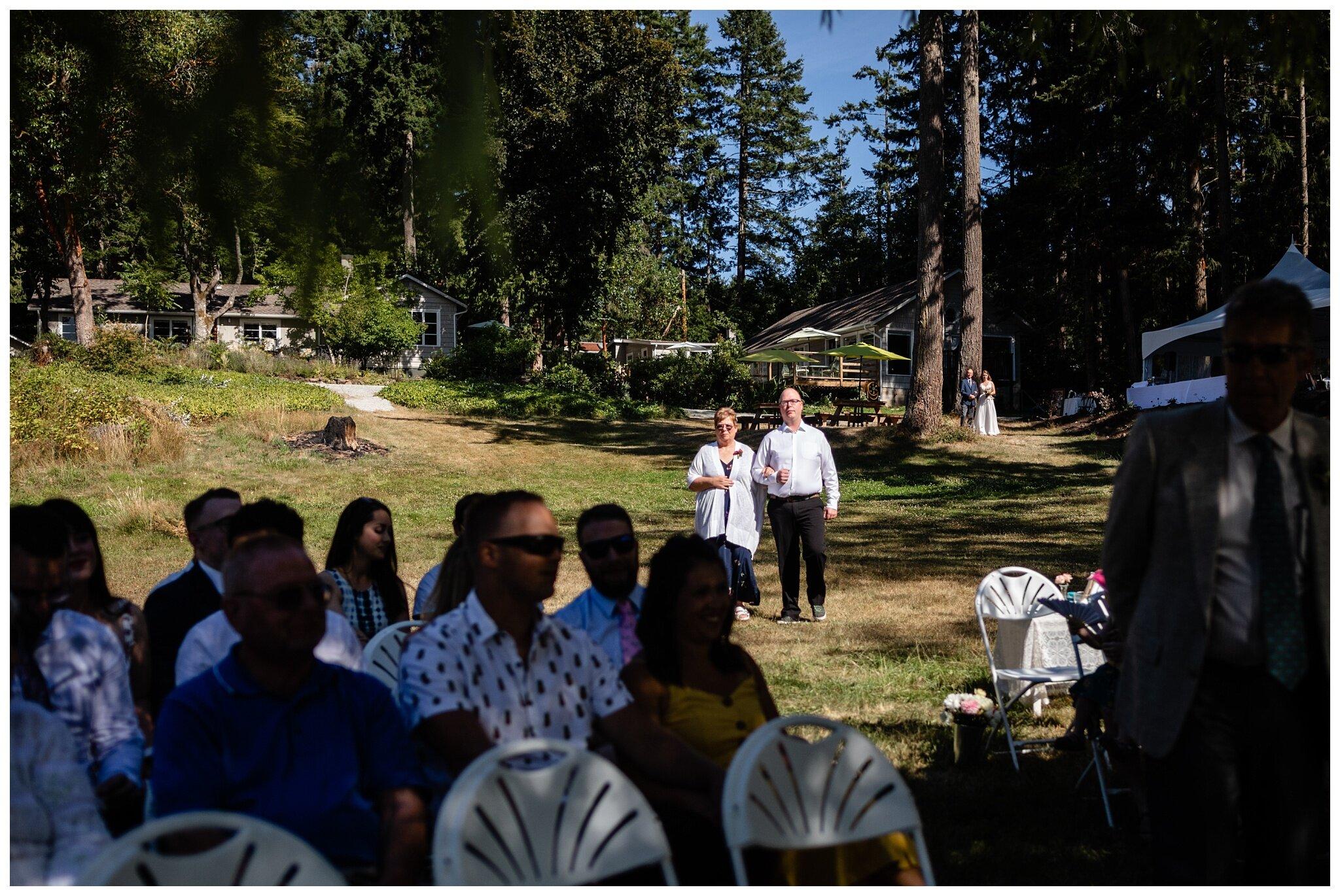 Salt Spring Island Wedding Photographer Lakeshore On Salt Spring Venue Destination Wedding_0021.jpg