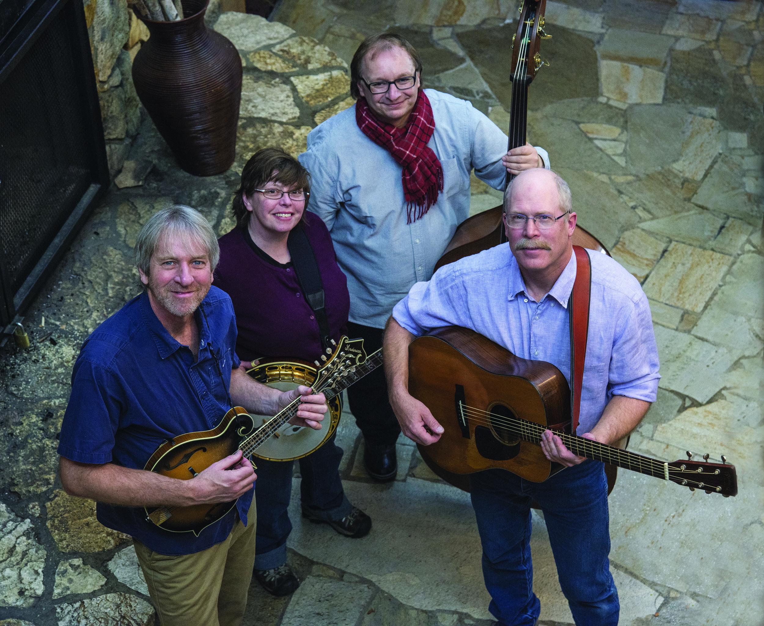 Die John Lowell Band. Von links nach rechts: Tom Murphy, Julie Elkins, Thomas Kärner und John Lowell.
