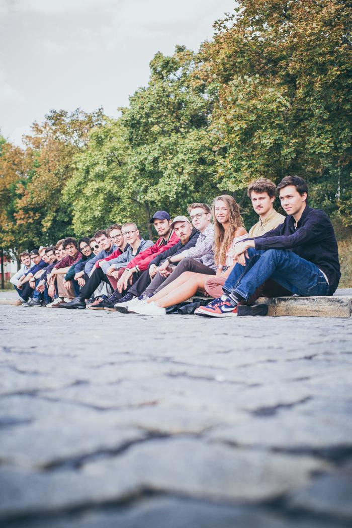 Sitzende Gruppe.jpg