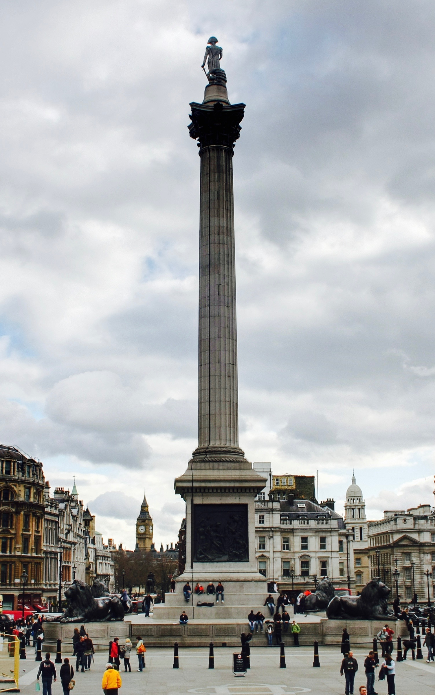 📷  Nelson's Column in Trafalgar Square, London | Photo by    David Castor