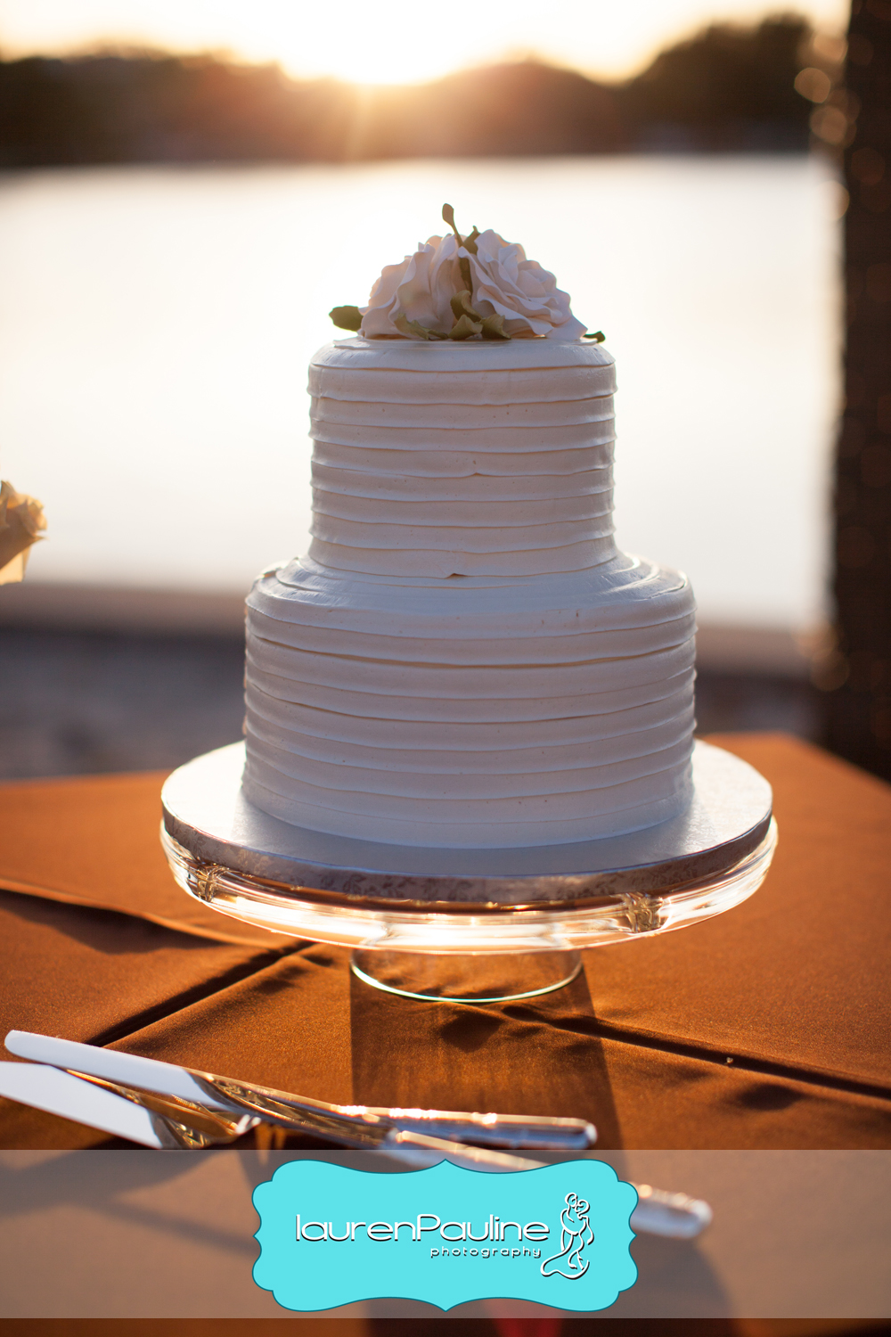 The classic and simple wedding cake boasted ribbed buttercream icing and sugar flowers