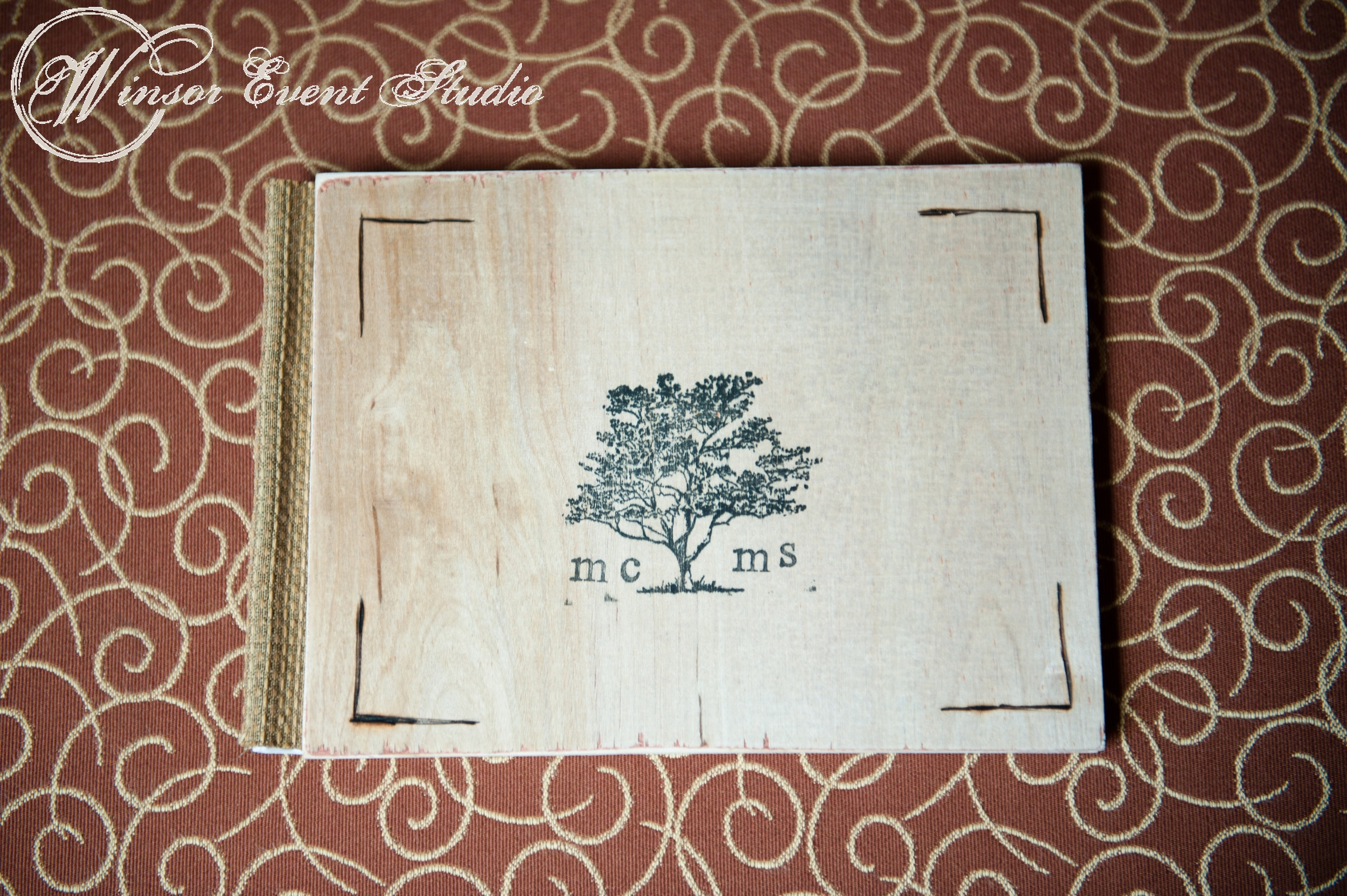 Guests received book-style invitations made by hand by the bride and her father