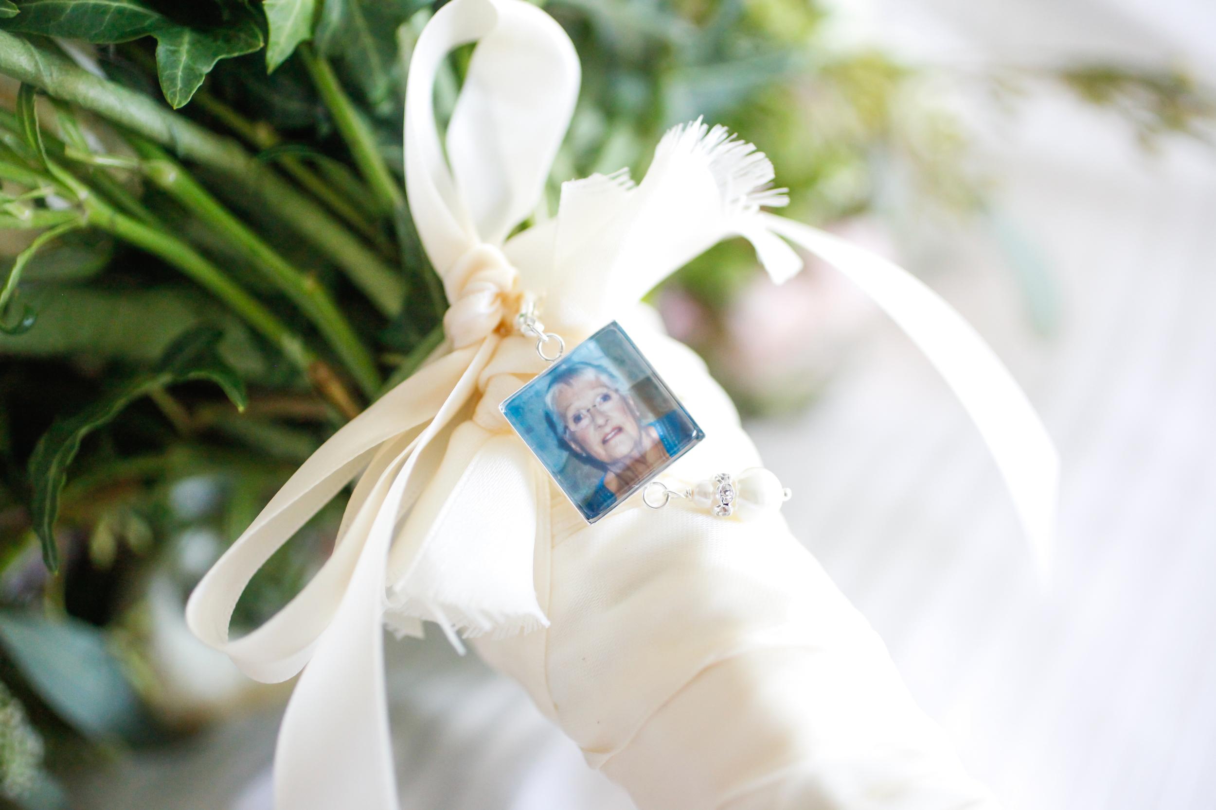 winsor event studio bouquet brooch locket photo