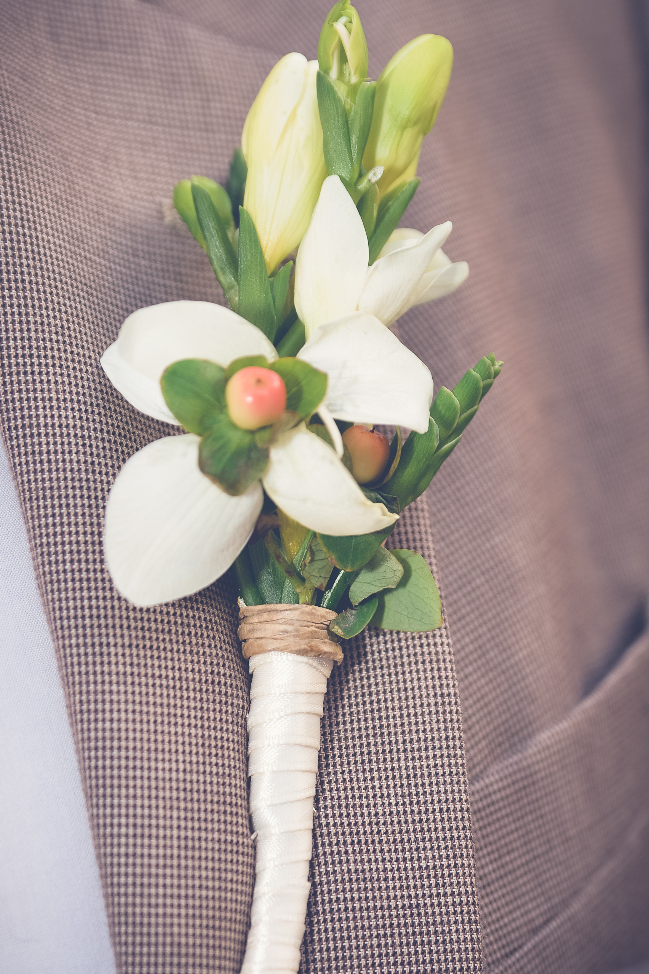 winsor event studio ivory peach coral freesia berry boutonniere