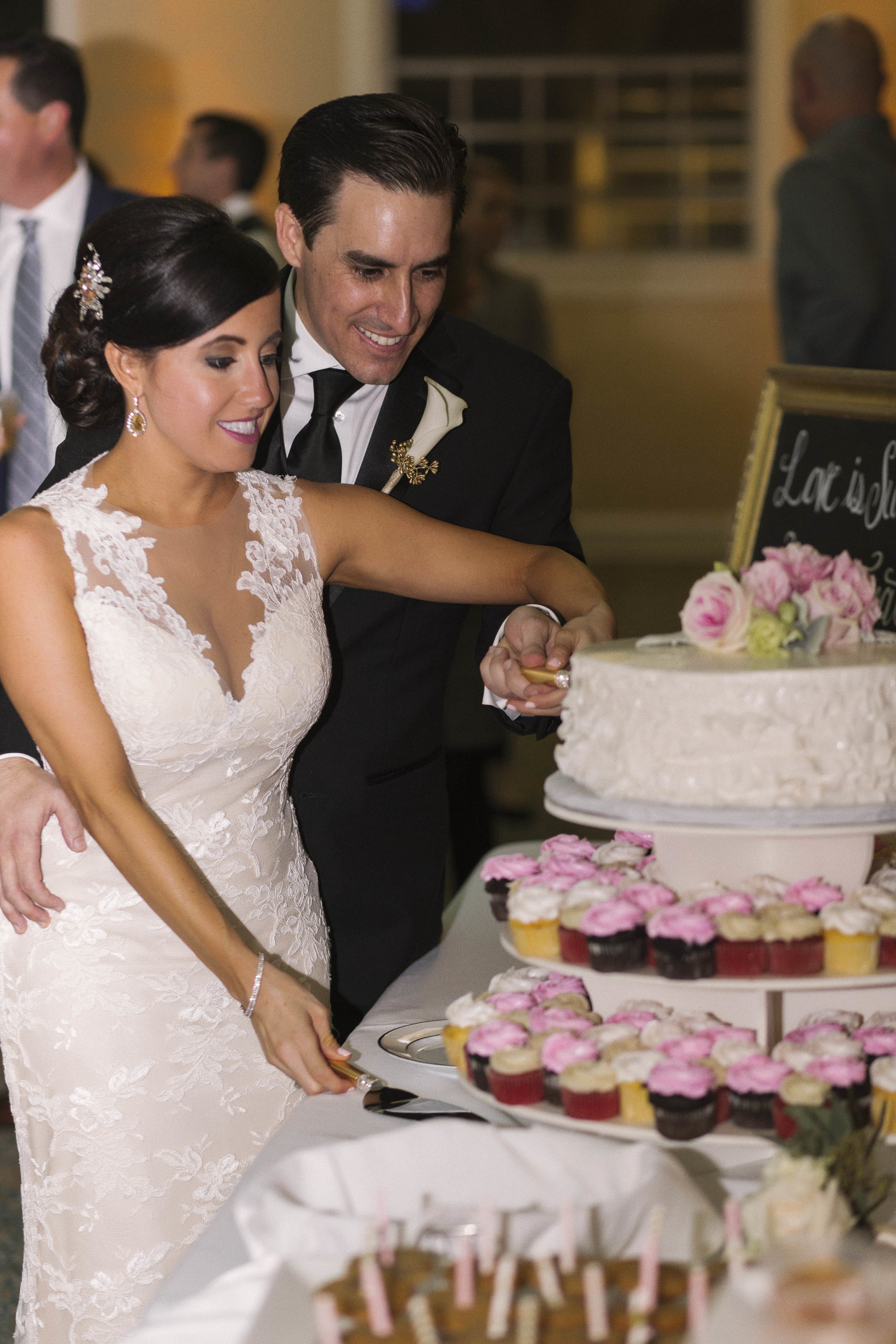 winsor event studio wedding cake cutting