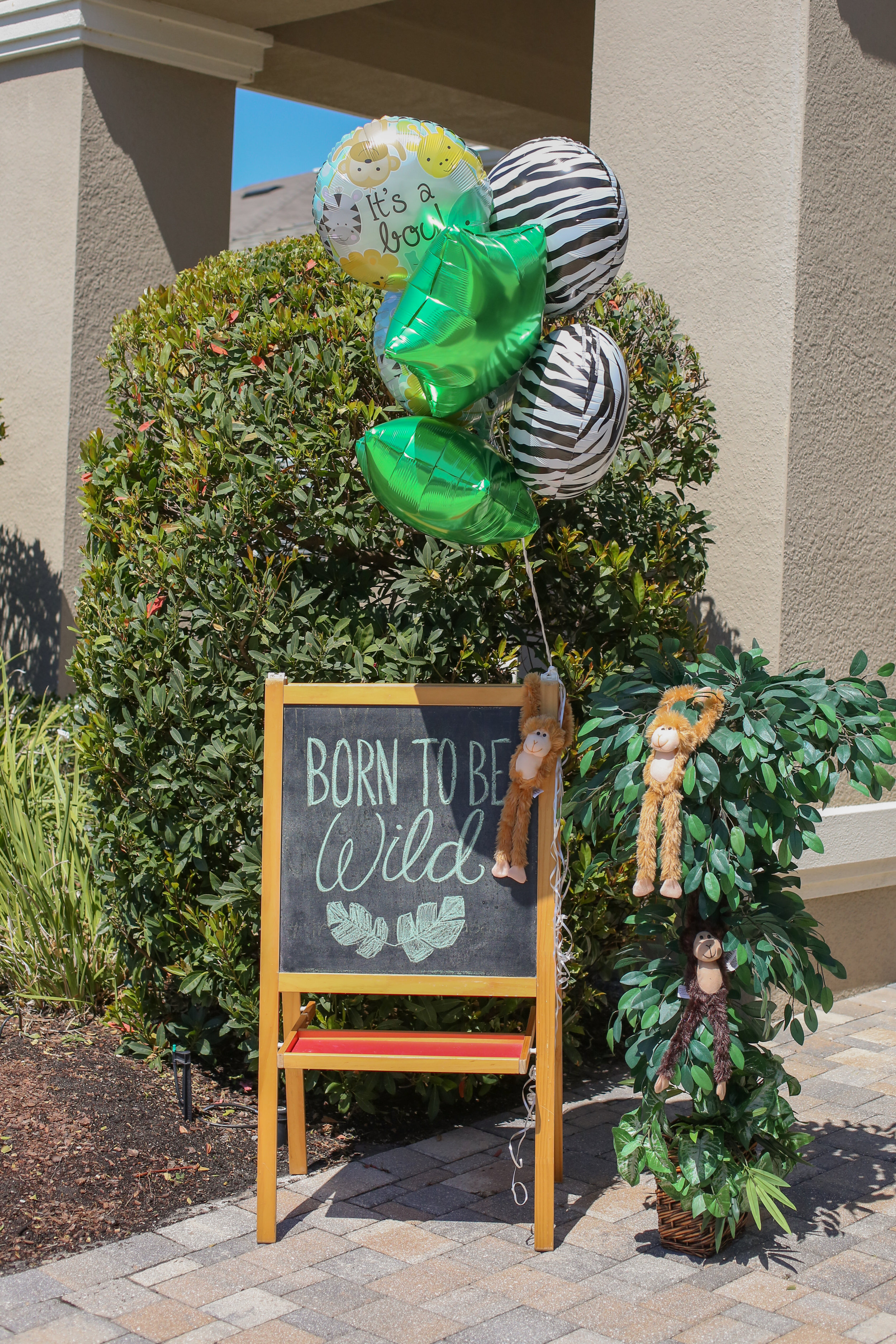 As guests arrived they were welcomed by a cute chalkboard sign and balloons adorned with monkeys!