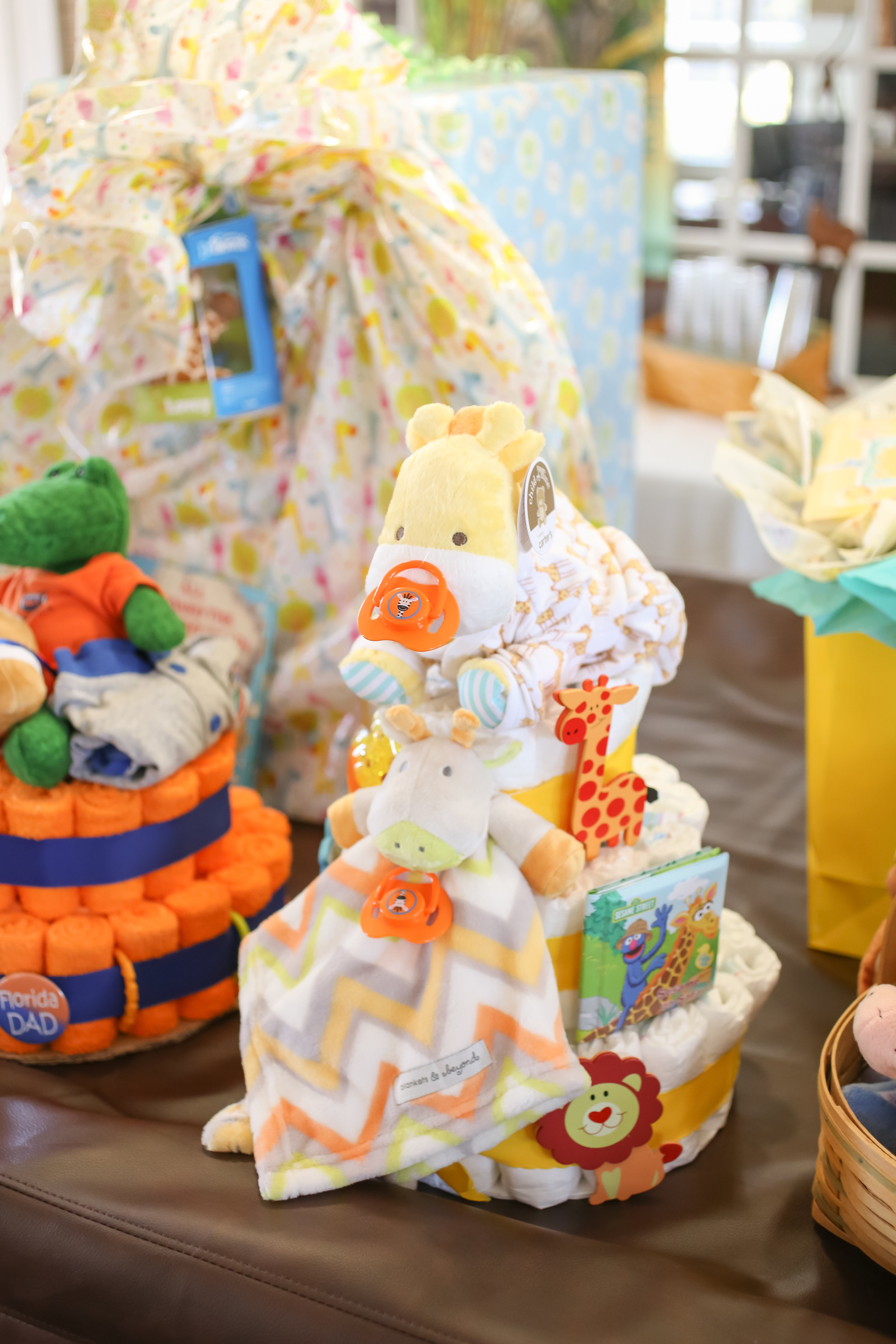 Even the diaper cakes incorporated the jungle theme!