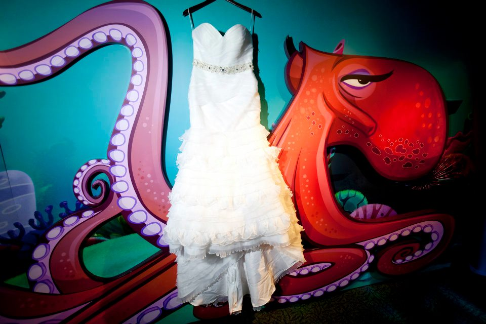 The bride's mermaid style dress with sweetheart neckline and a ruffled skirt (which reminds us of coral!)perfectly complimented the aquarium.