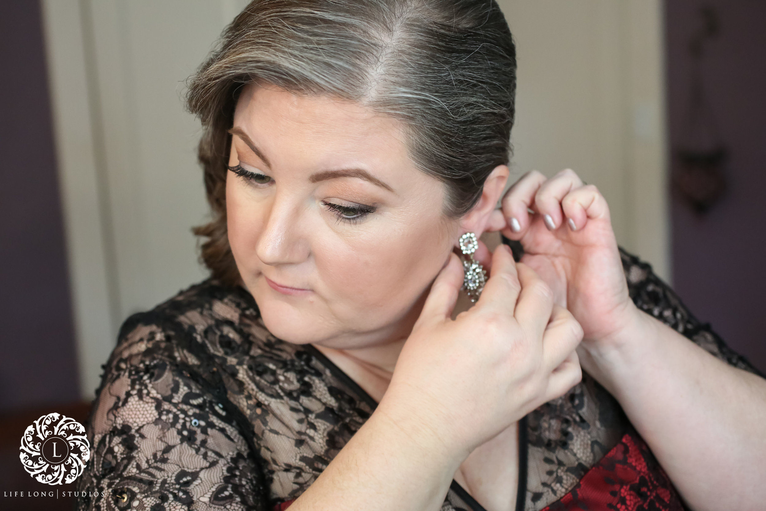Adding the final touches to complete this sultry vintage look.