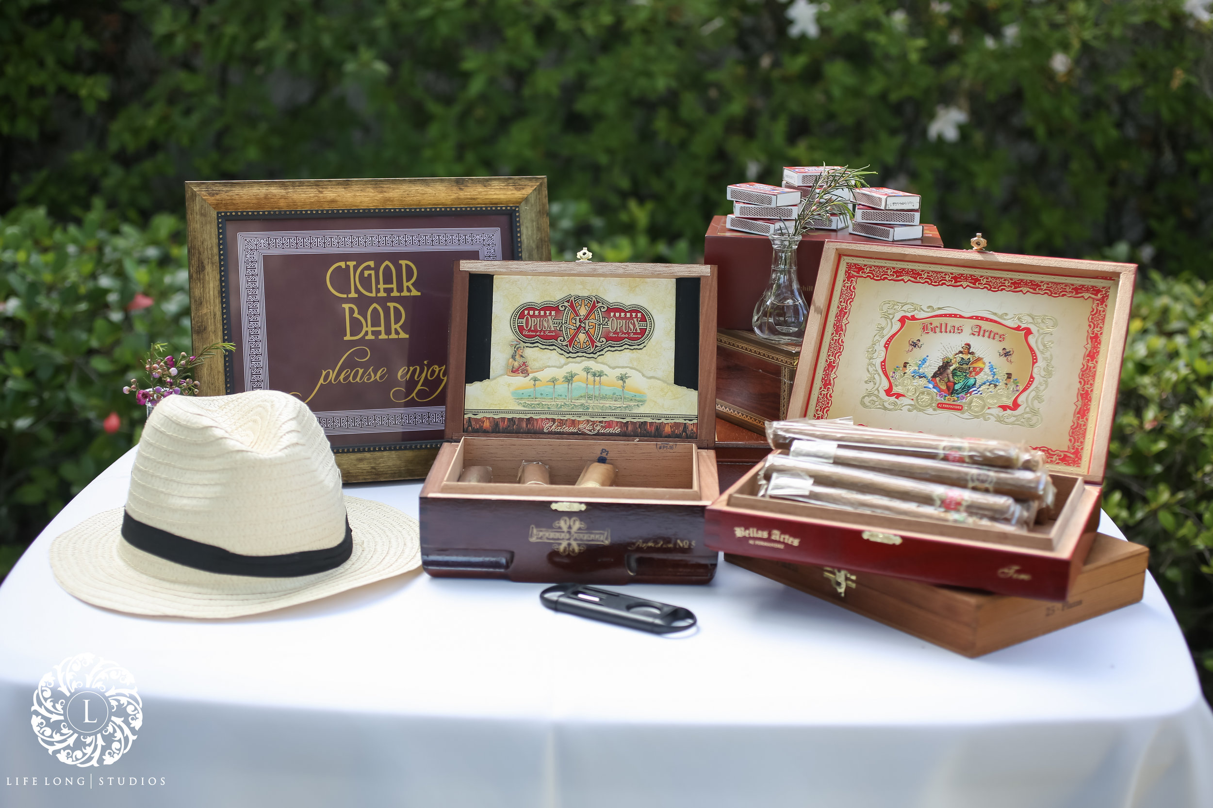 A cigar bar, with authentic vintage cigar boxes, was available for guests during the cocktail hour and reception.