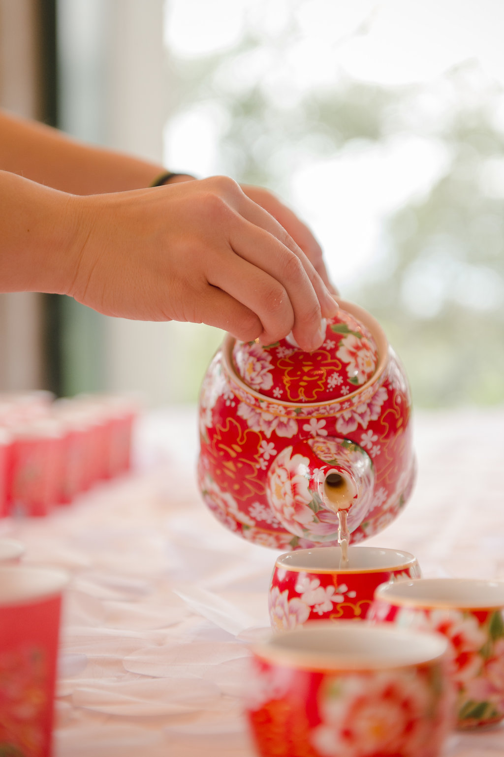 After the wedding ceremony, the couple participated in a Chinese tea ceremony.