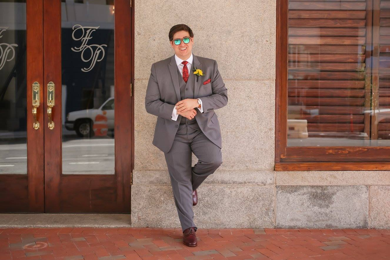 The groom looks suave in his grey three piece suit with red accessories, and of course shades for that Florida sun.