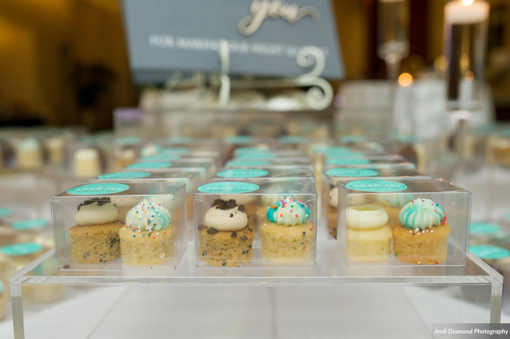 Guests enjoyed a late night snack of chicken tenders or grilled brie and strawberry sandwiches, with mini cupcake favors to take away as they departed. Talk about a wedding fit for a foodie!
