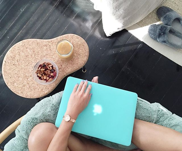 #officetime welcome to my comfy office🤓☕️🌻🌟 Happy Saturday evening to you🌟  mariawada.com  #happysaturday #officeonsaturday #home #almondsandcrandberries #snack #icedcoffee #coffeelover #afternoon #dkny #life #live #work #energy #share #love #motivation