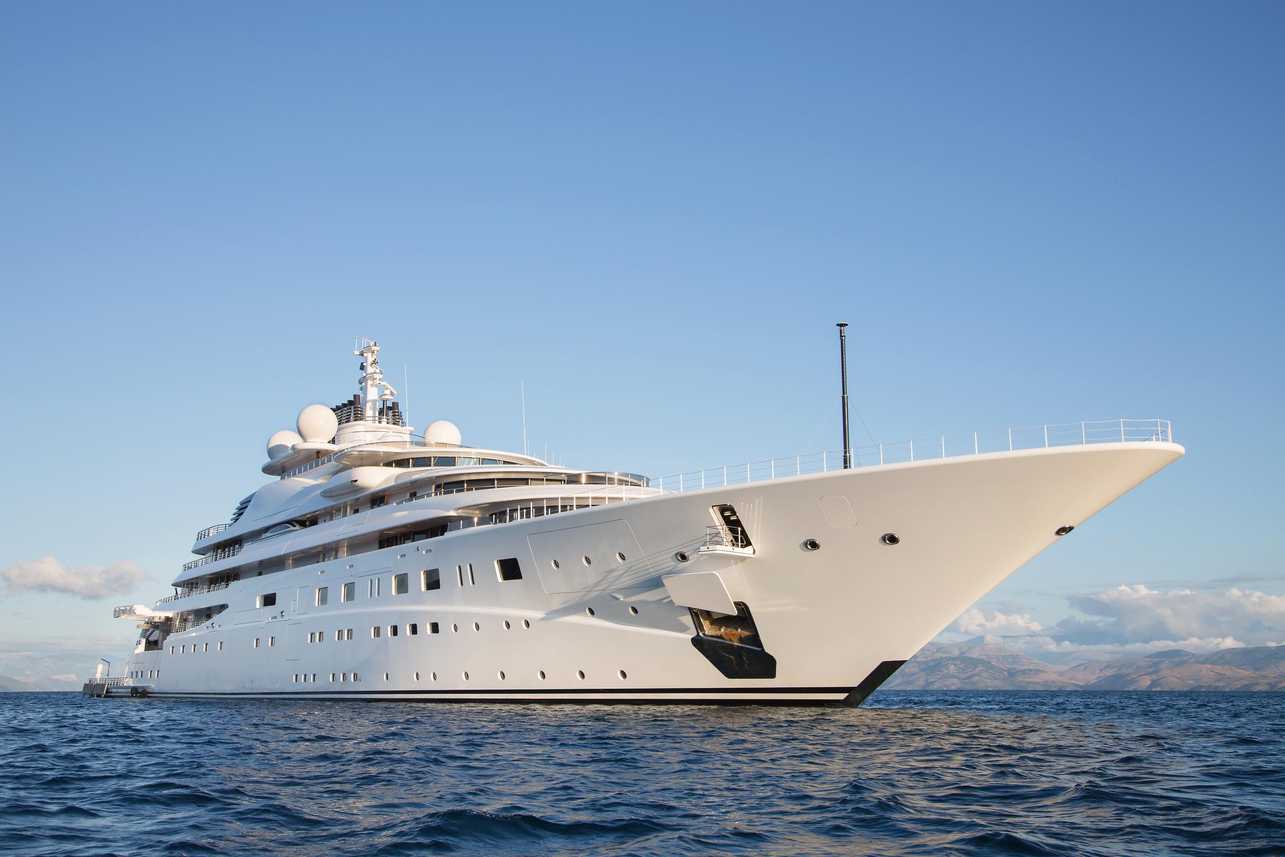 Luxury Yatch - 280 feet