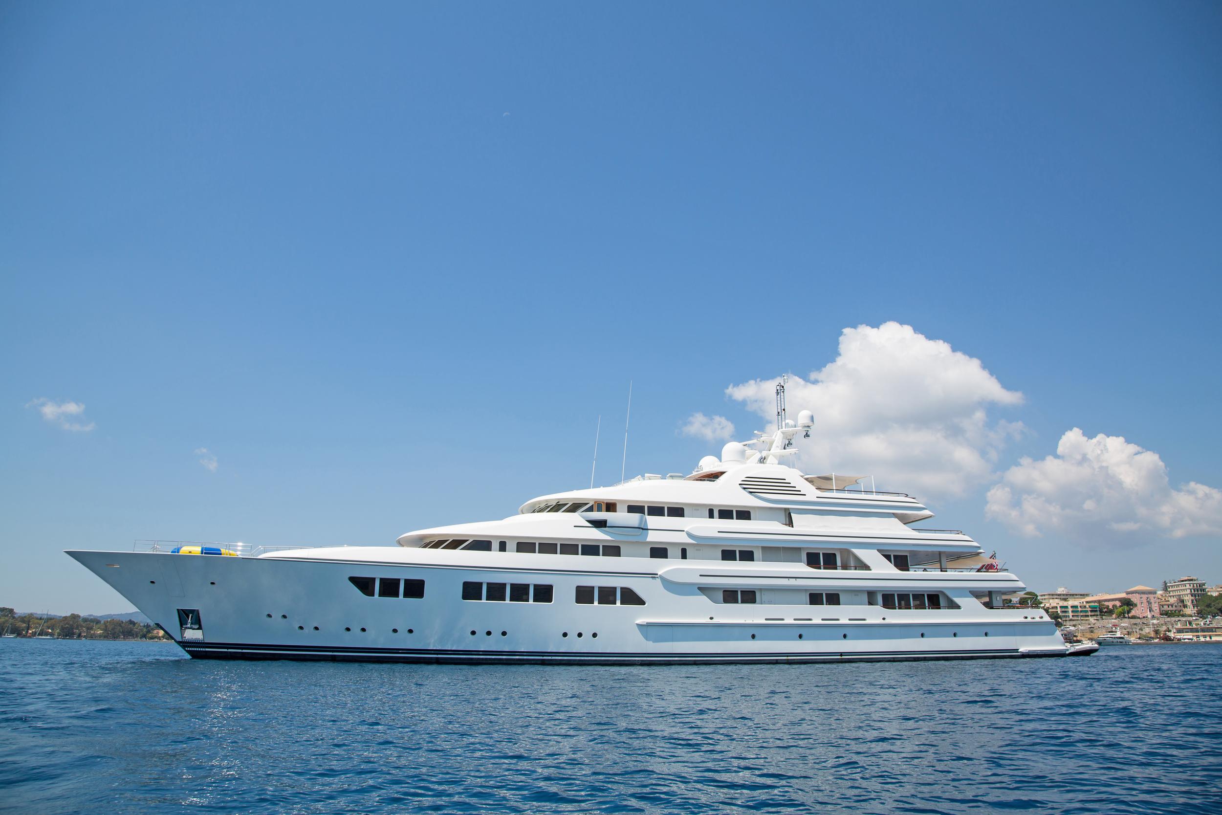 Luxury Yatch - 320 feet