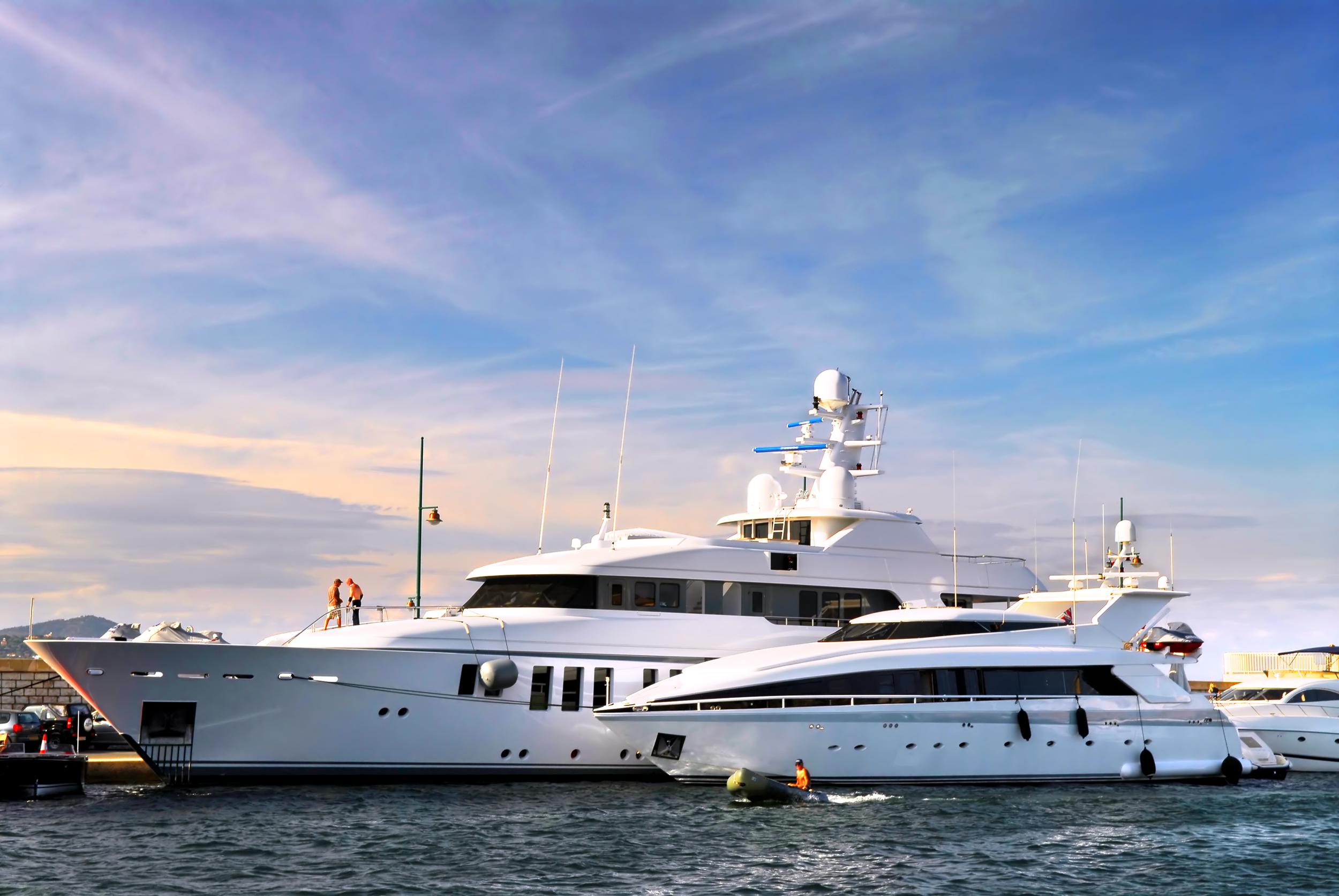 Luxury Yatch - 220 feet