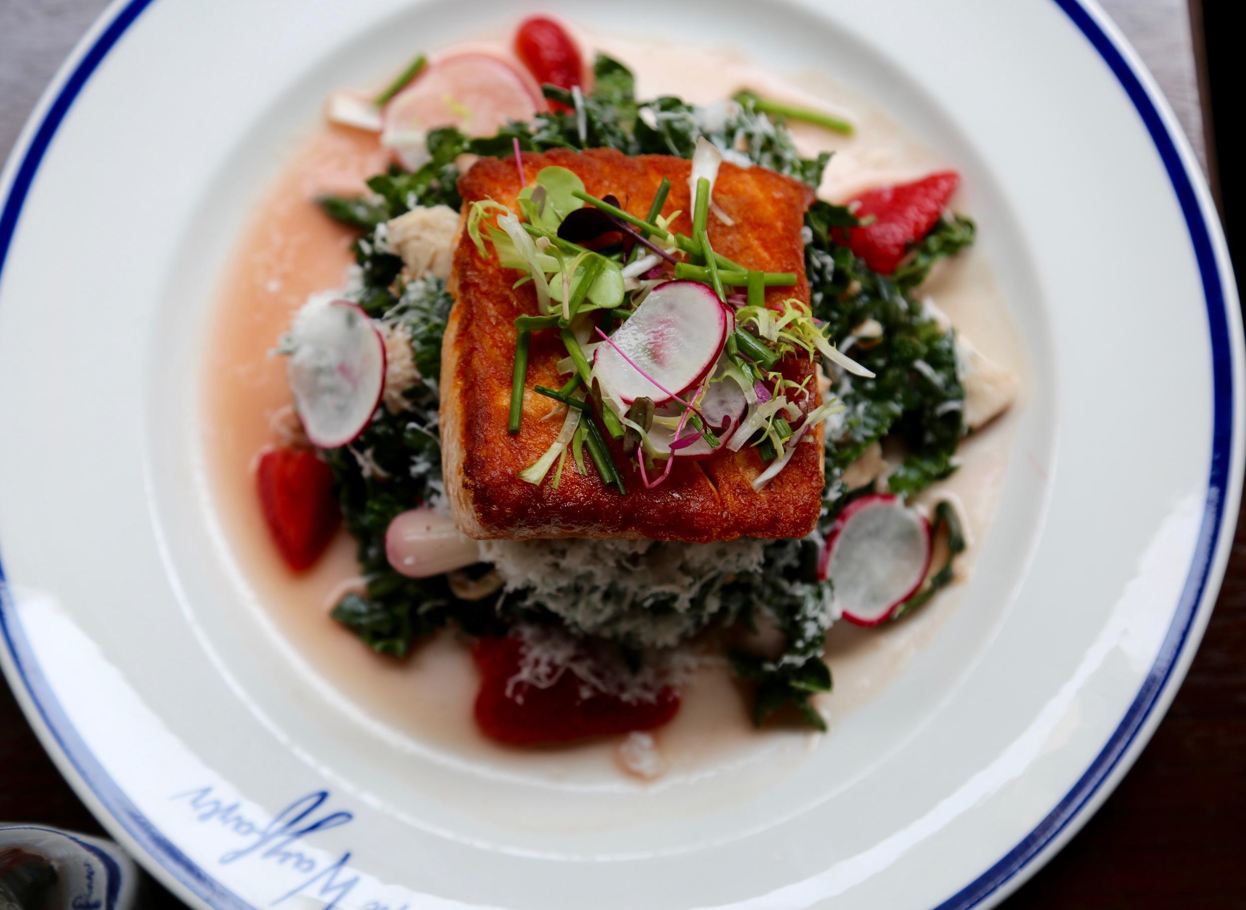 kale salad with salmon