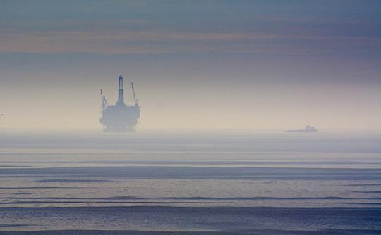 Photo: Oil platform off the coast. Glenn Beltz/Flickr Creative Commons CC-BY-2.0