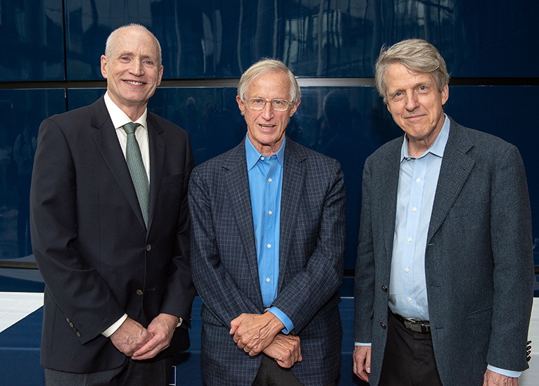 Left to right: Yale School of Management Dean Ted Snyder, Nordhaus, and Sterling Professor of Economics and fellow Nobel laureate in economics Robert Shiller. (Photo credit: Mara Lavitt)