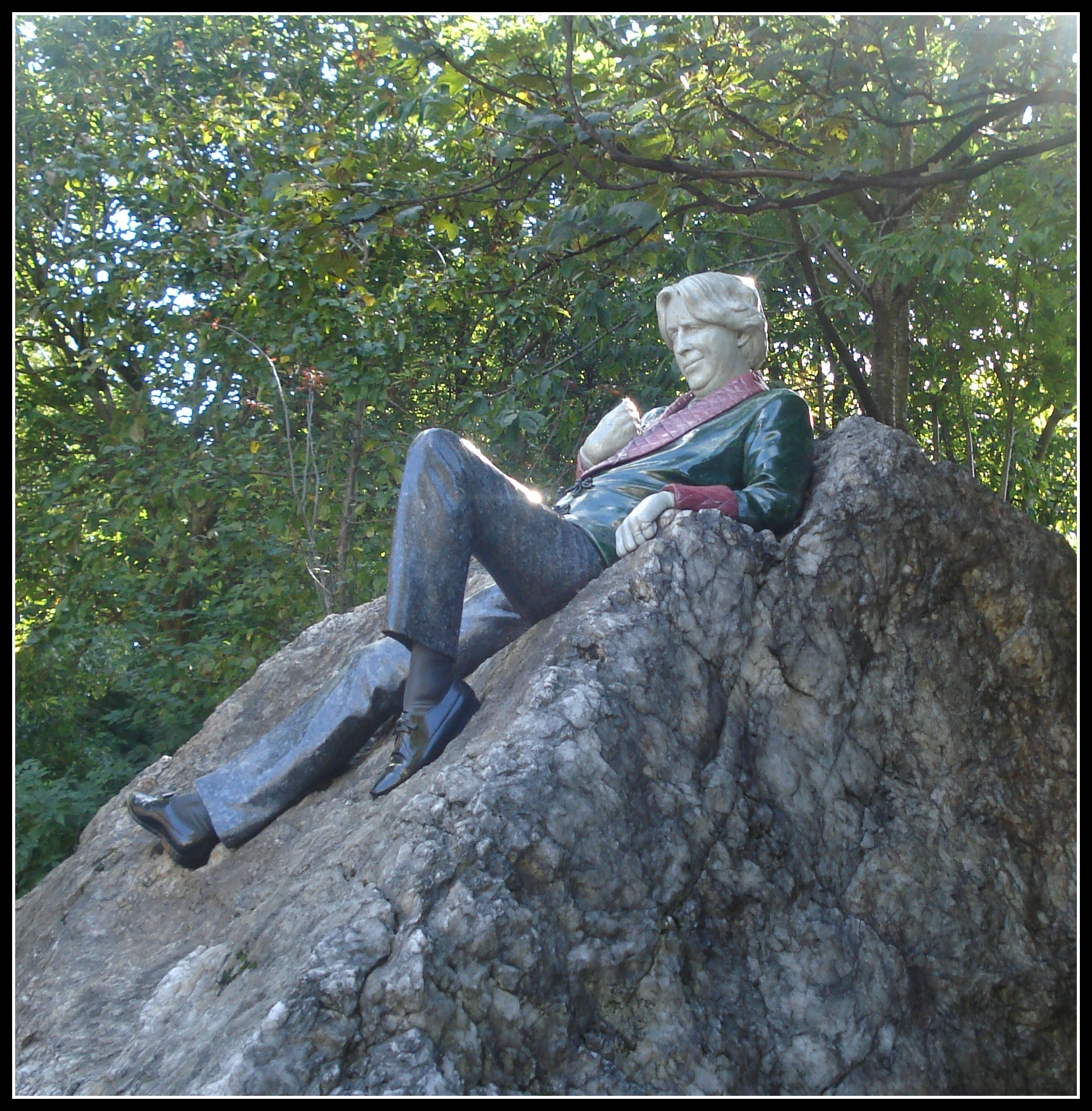 The famous Oscar Wilde Statue in Merrion Square, Dublin.