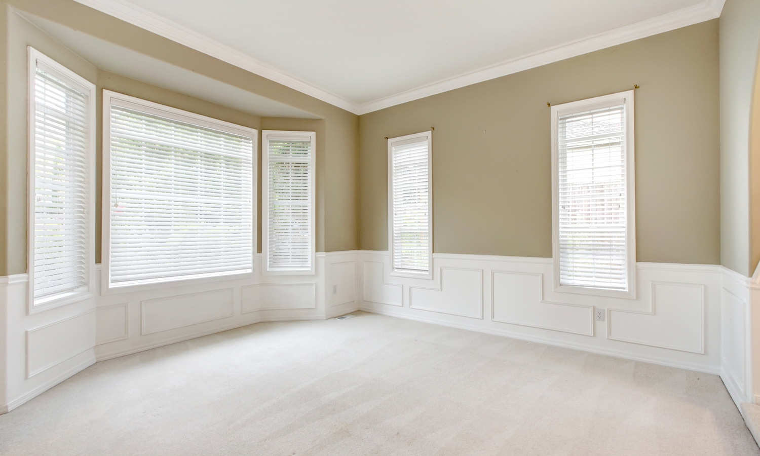 bright-beige-large-empty-room-1.jpg