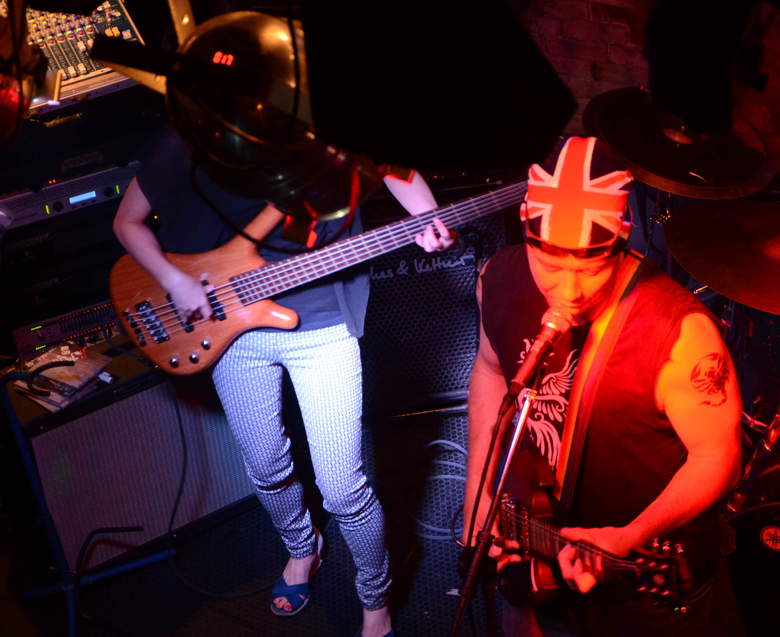 Yukako Ishii crushing on bass and Andy Kinlay flying the Union Jack