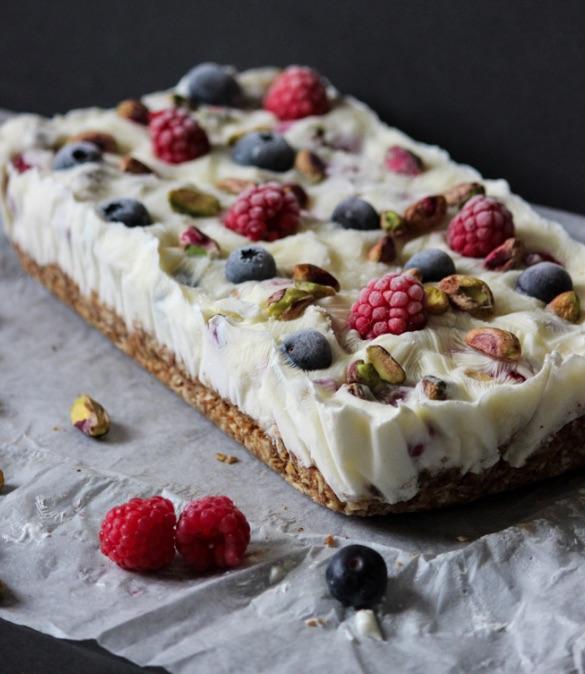 Frozen yoghurt cake via thelifeharvest.com