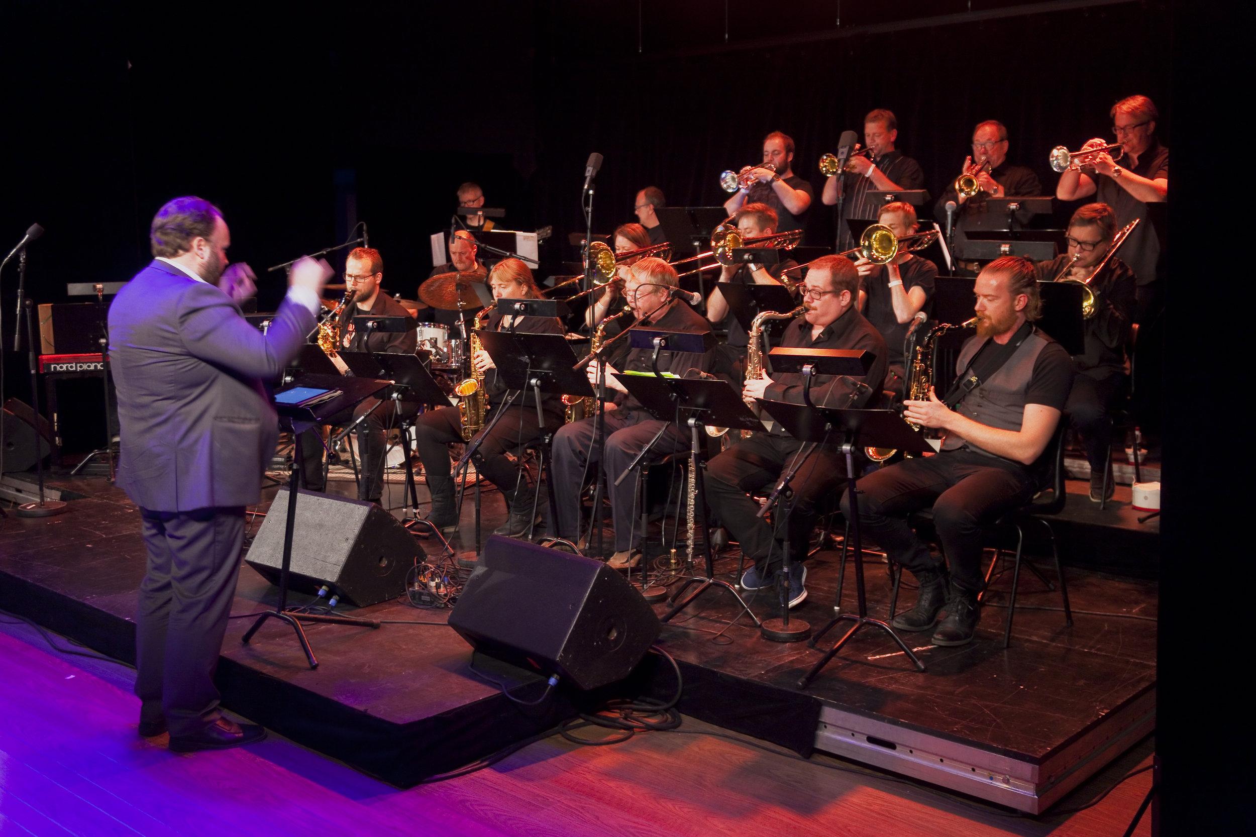 Romsås Storband med Richard Johnsen i front på Romerike Storbandfestival 2015. Foto: Halvor Gudim
