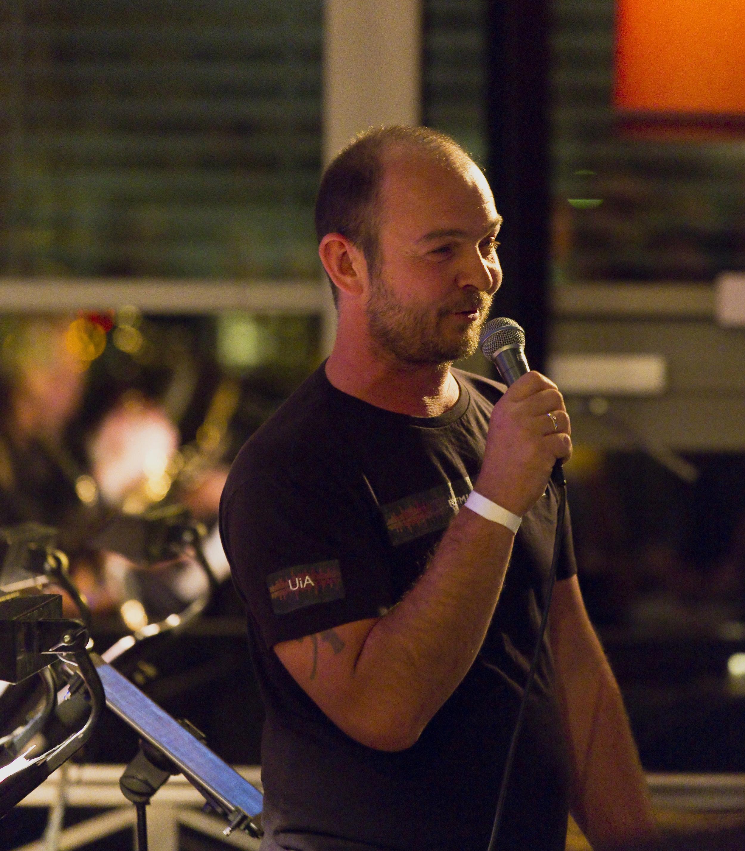 Tore Bråthen takker for tildeling av Norsk jazzforums storbandpris på Romerike Storbandfestival 2016. Foto: Halvor Gudim
