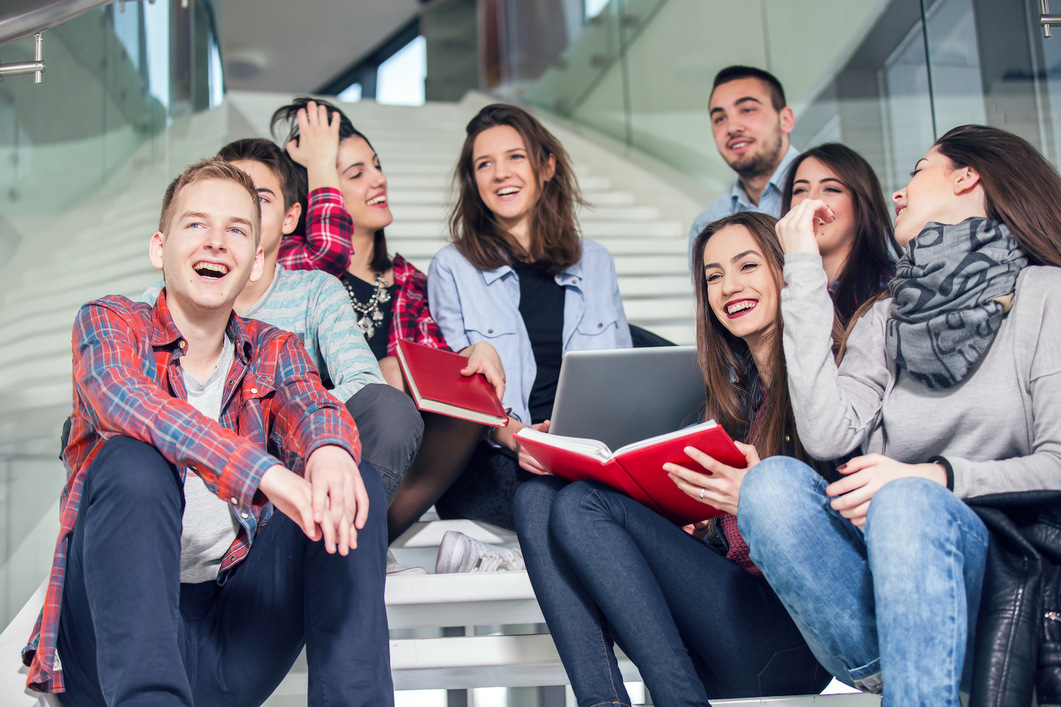Impuls Educatief - Impuls Educatief is een educatieve uitgeverij die een leerplatform heeft ontwikkeld om talenten en vaardigheden van middelbare scholieren verder te ontwikkelen. Voor hen heb ik het communicatieplan en de daarbij horende communicatiemiddelen ontwikkeld om binnen een korte periode de Impuls leermethode actief in de markt te zetten.