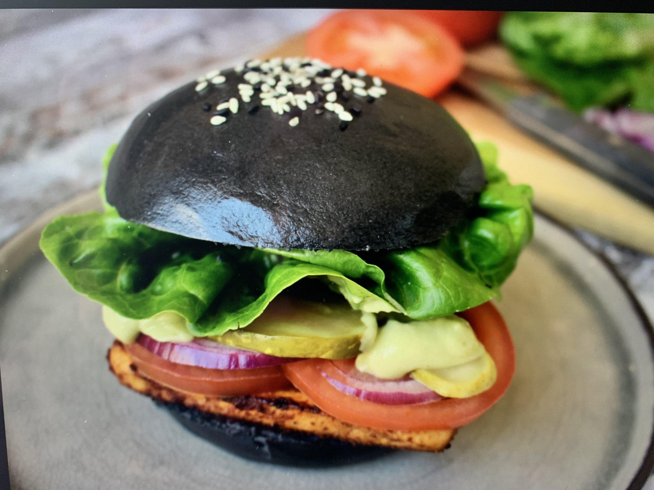 Charcoal Steamed Burger 3.jpg