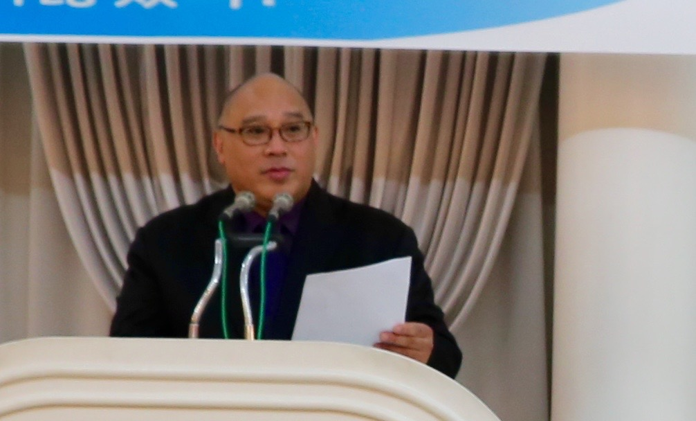 MC, Professor Earl J. Noble of Kyonggi University.