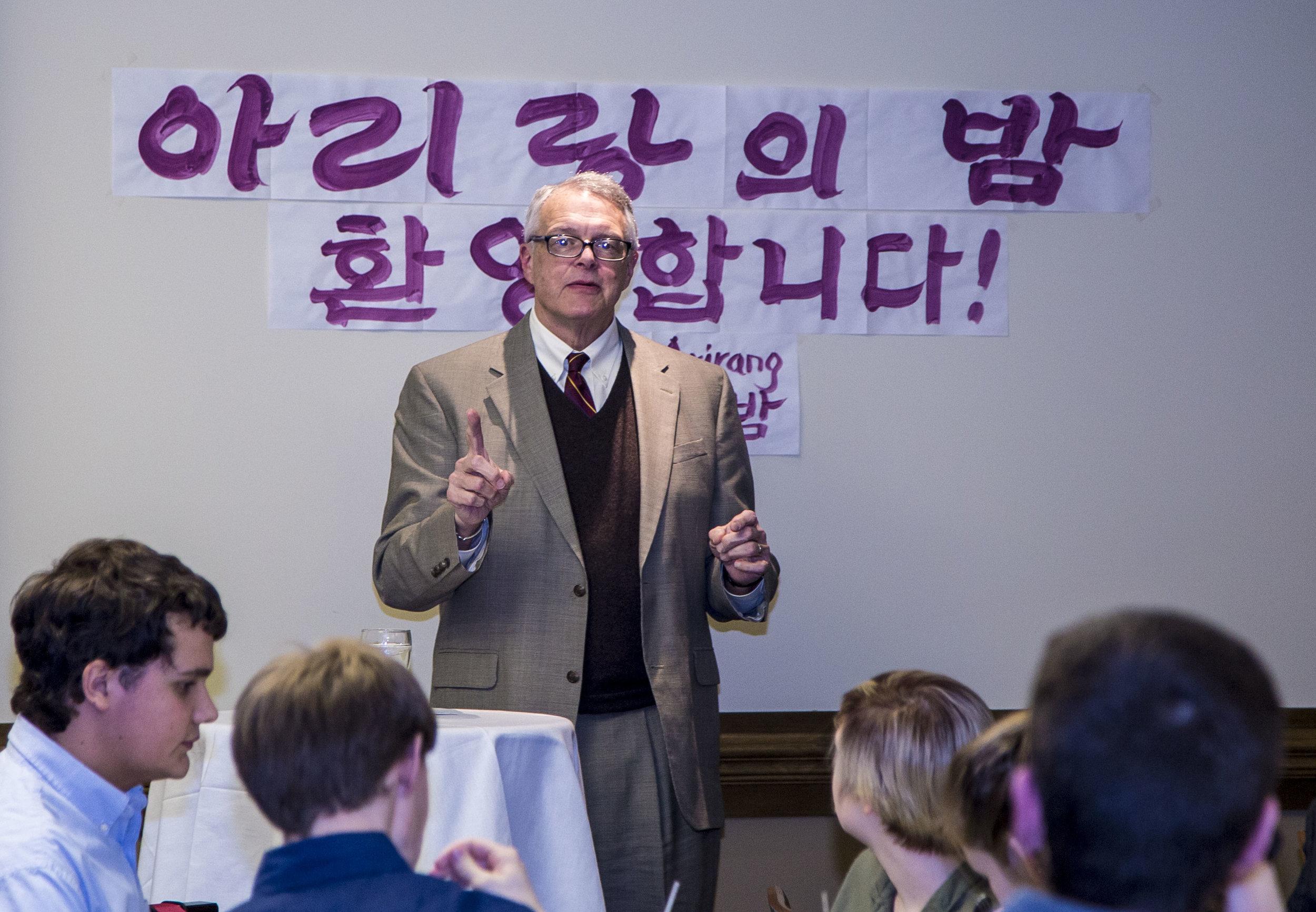 기조 연설자, 전 미국무부 외교관, Arthur Mills II 교수님