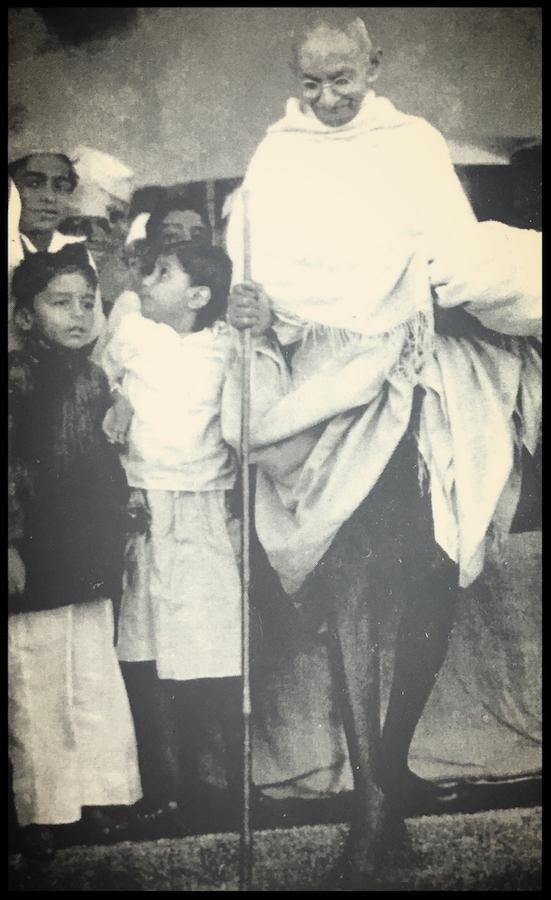 Rajmohan with his cousin Tara and grandfather Gandhi