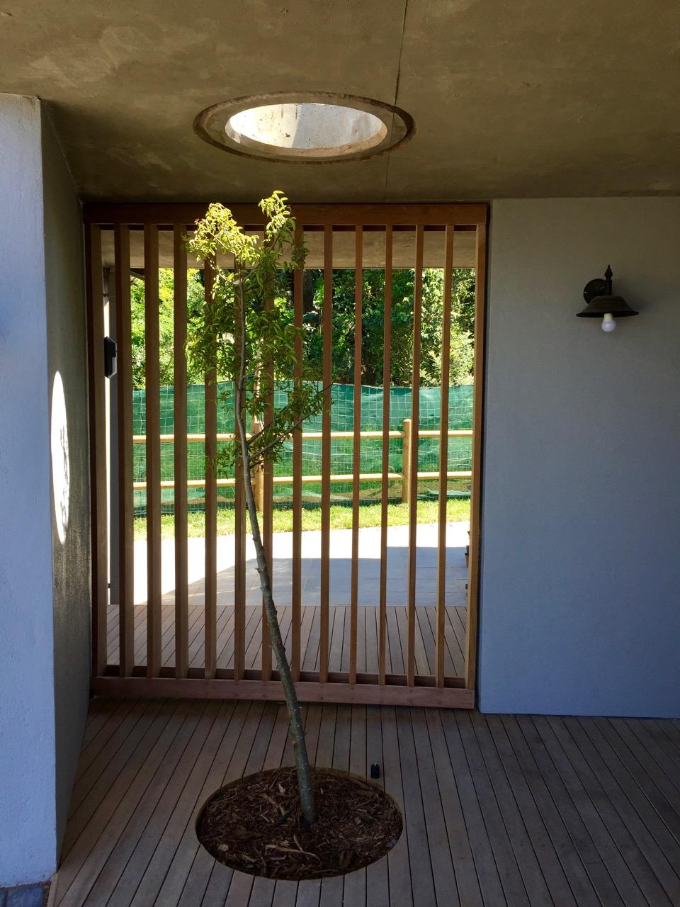 Timber Pivot Screen - Closed