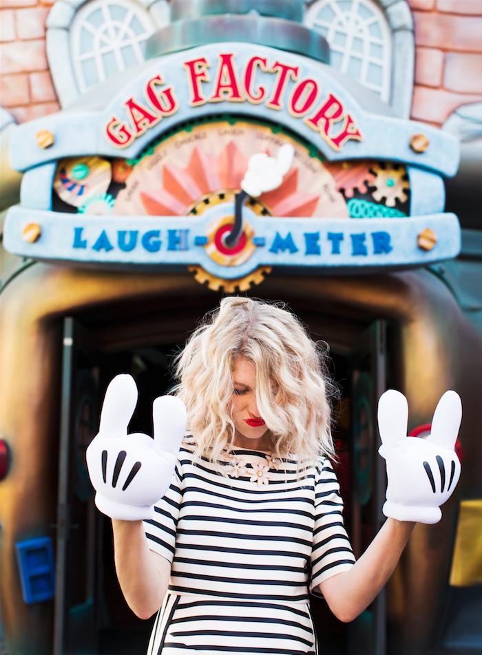 Disneyland_Mickey_gloves.png