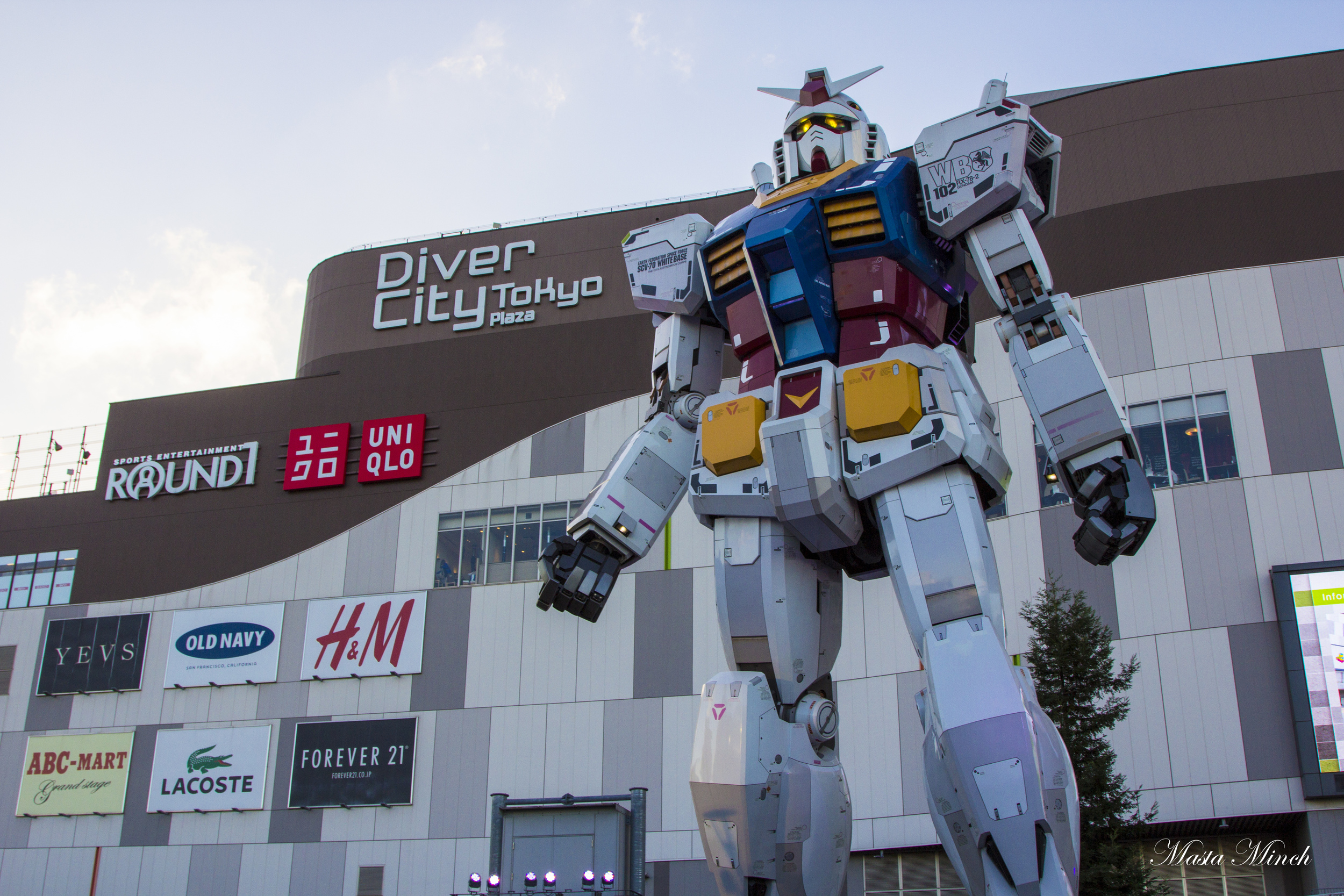 The full size Gundam in Diver City is AMAZING!