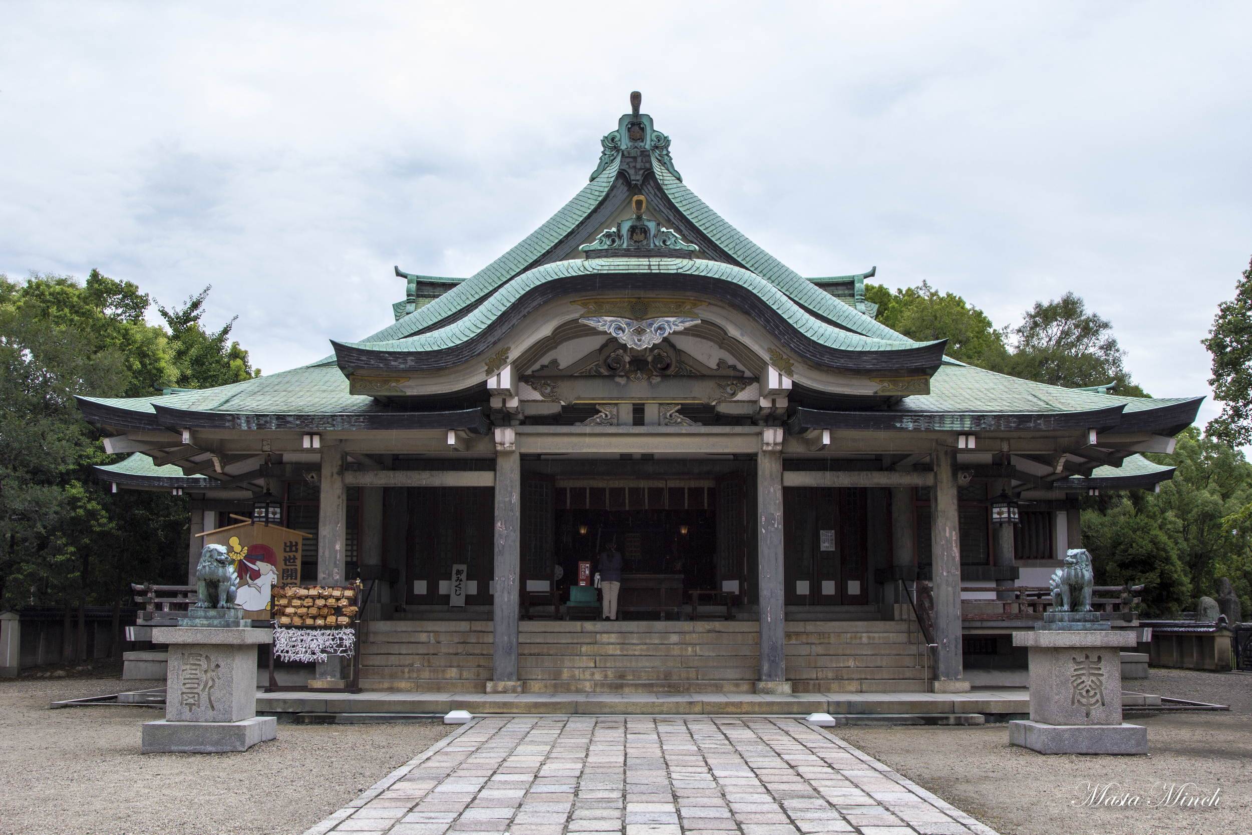 Hōkoku Shrine which is right next to the castle.