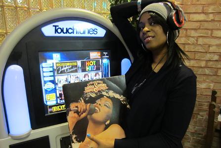 Tina Donna at Jukebox.png