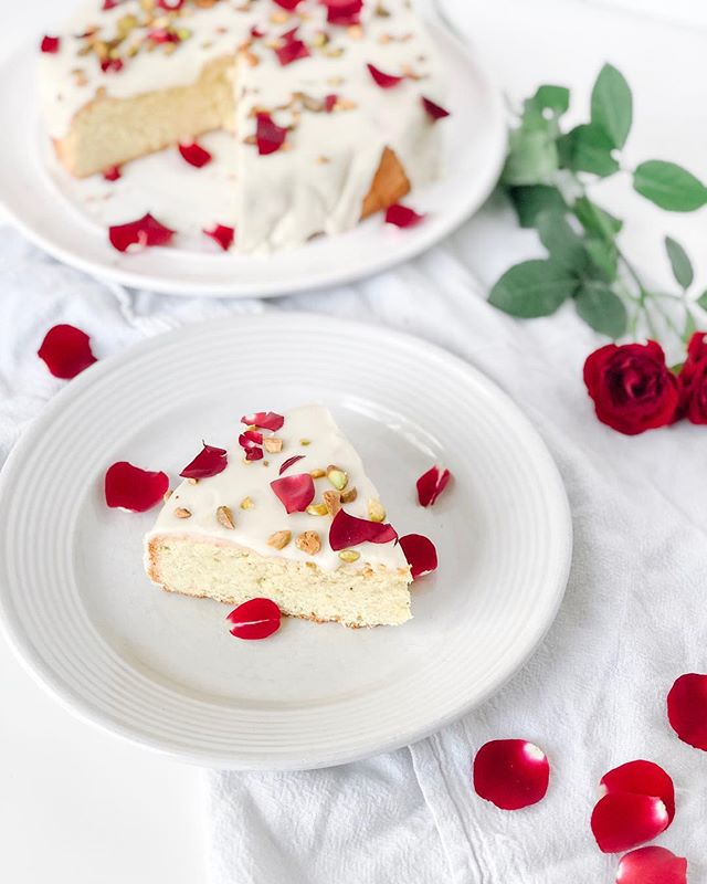 Persian Love Cake got me like 😍🤤⠀ ⠀ I made this yesterday with a recipe from @bromabakery and OMG it's amazing🌹 ⠀ Cardamom + Rosewater + Lemon Zest make for the dreamiest flavors & the Pistachio crunch on top is 👌🏽 ⠀ ⠀ If you're looking for something sweet to make this week for Valentines, you just found it. Full recipe on @bromabakery 's website! ⠀ ⠀ ⠀ .⠀ .⠀ .⠀ .⠀ .⠀ #cakerecipe #bromabakery #valentinesrecipe #sandiegomama #treatyourself #loveyourself #selflove #eatcake #balancedlifestyle #healthylifestyle #healthandwellness #encinitas #foodphotography #homechef #homemade #food52 #thefeedfeed #iamwellandgood