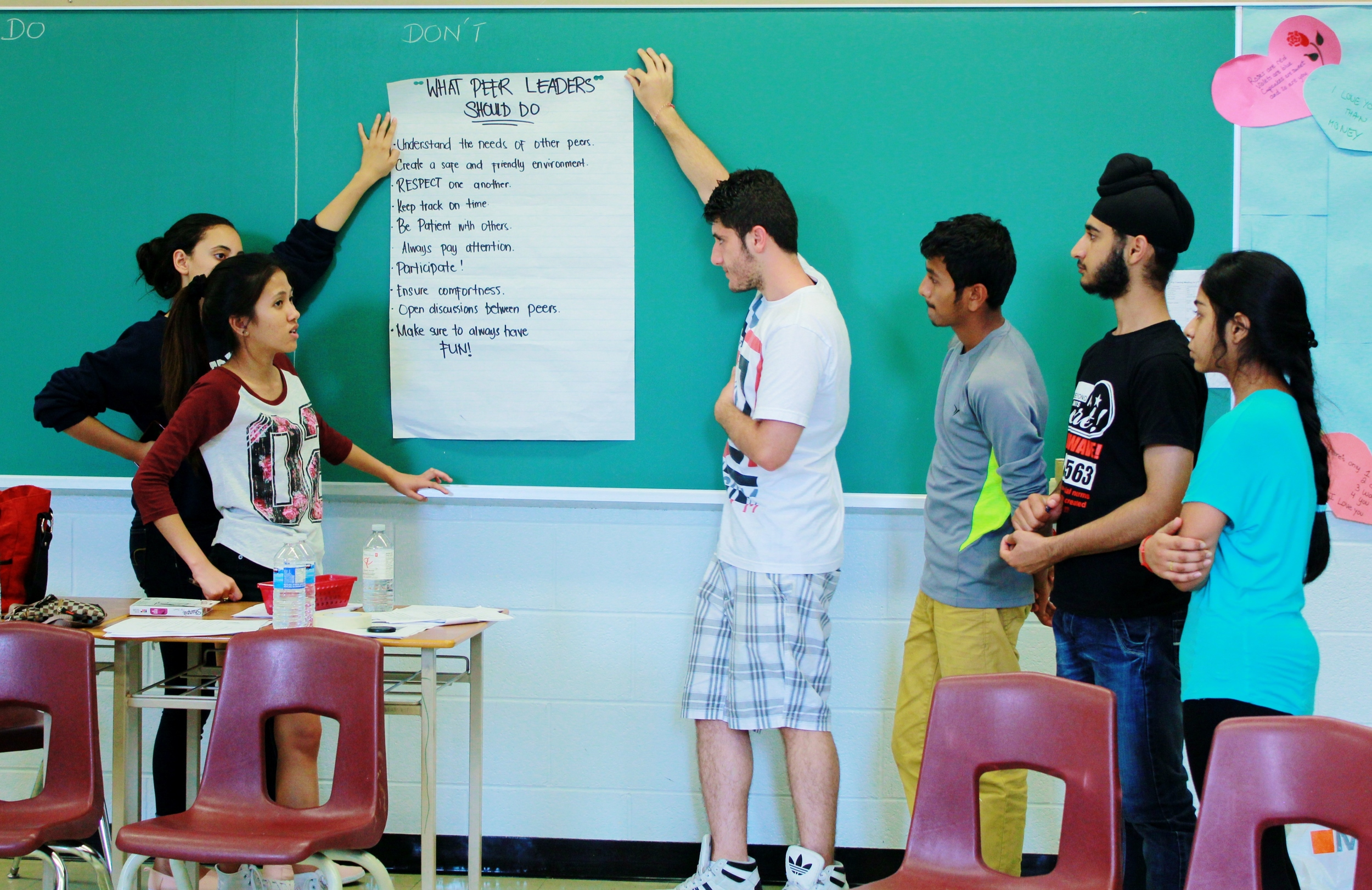 Father Henry Carr's Vanessa Javier leads her team in a discussion about Peer Leader responsibilities. Photo by Nhu Y Nguyen.