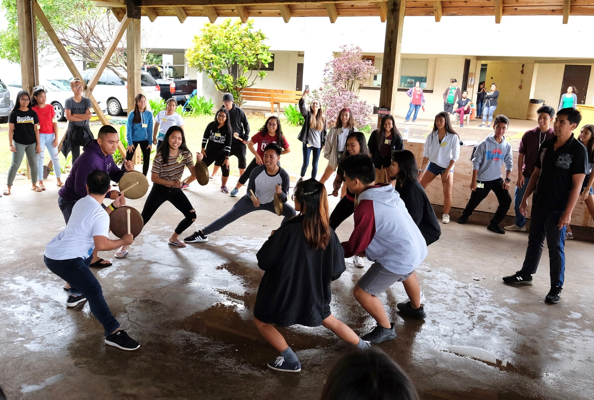 Hilary Naluz of FSAT enjoying a cultural workshop by Wayland Quintero. Photo by J. Austria.