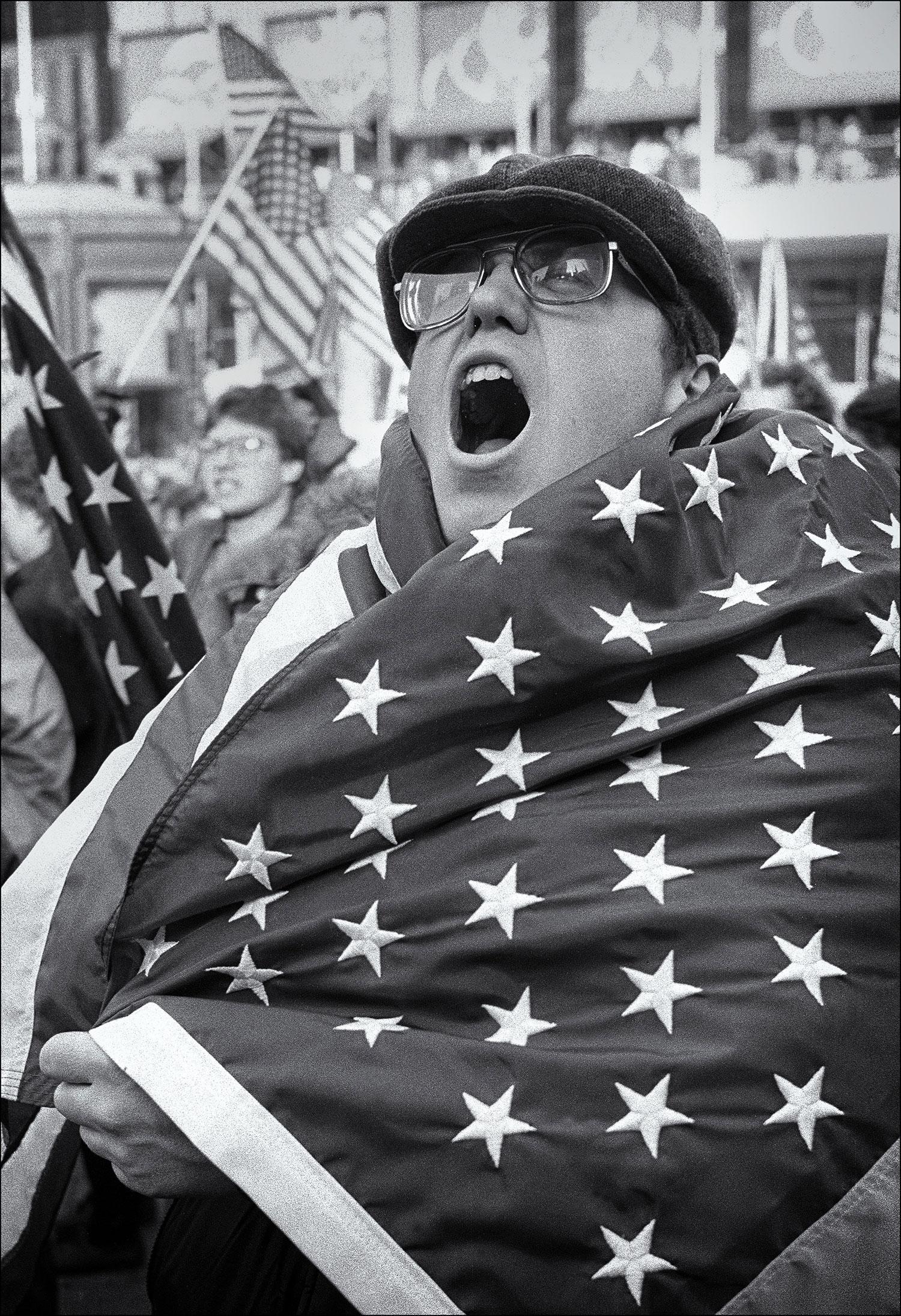 Pro-war-demonstrator_2.jpg