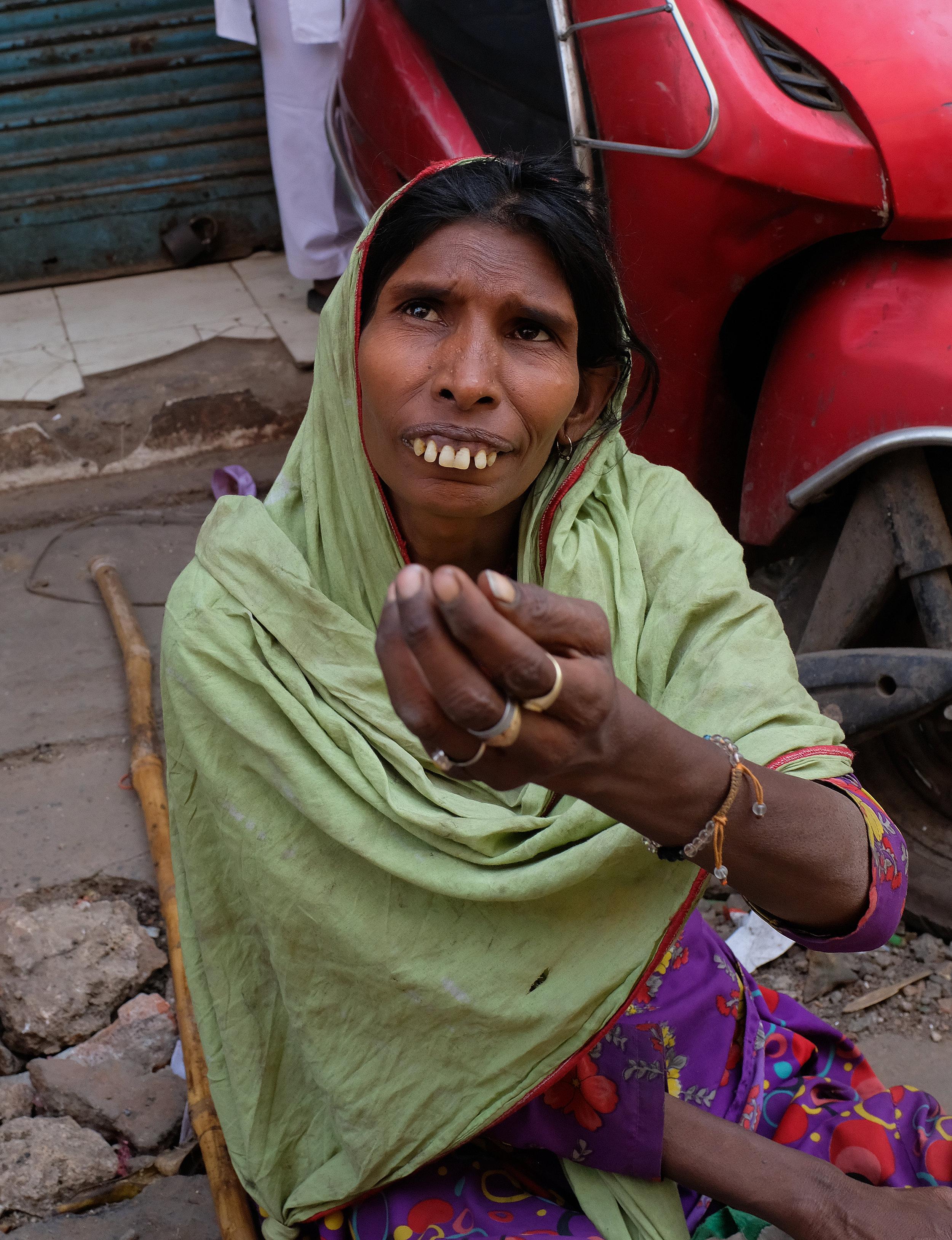 Beggar woman Old Delhi.jpg