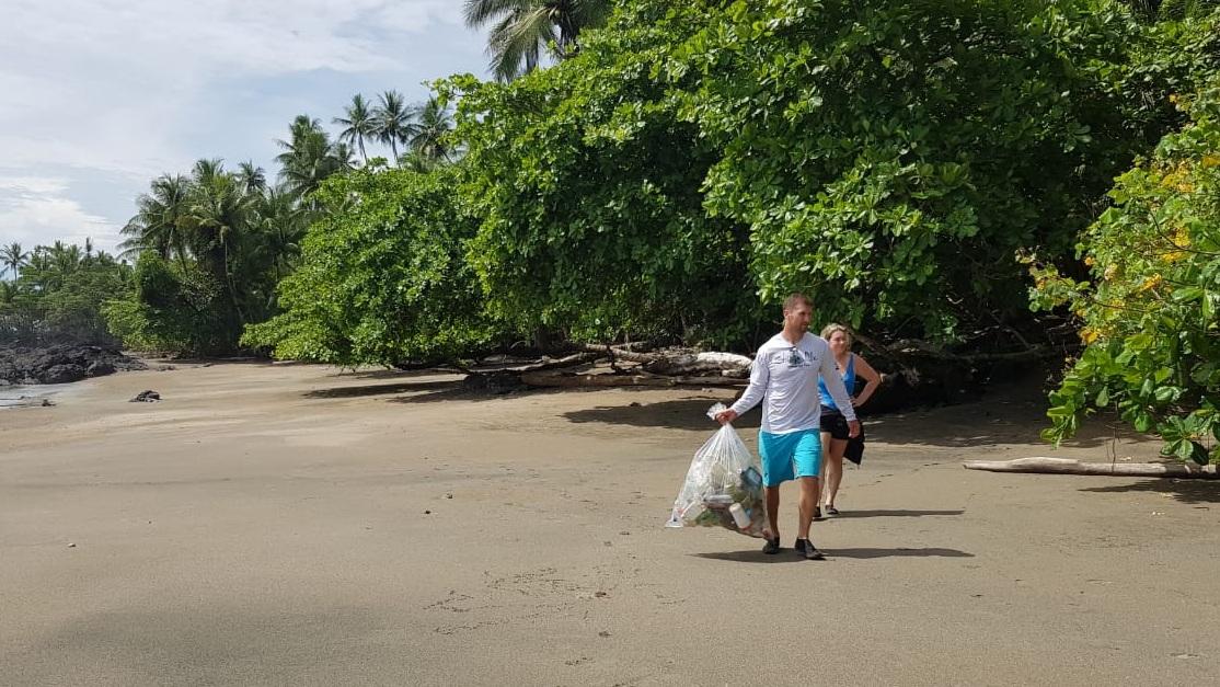 Beach-cleanup-San-pedrillo-corcovado